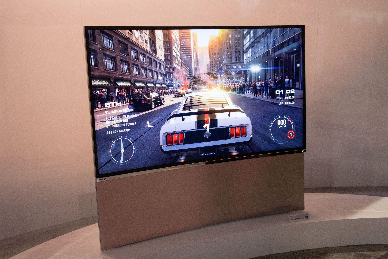 Toshiba stilte også opp med en buet TV.Foto: Jørgen Elton Nilsen, Hardware.no