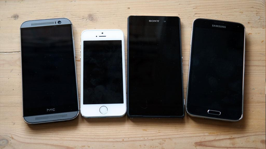 Ett av disse flaggskipene stikker av med seieren. Men blir det HTC One, iPhone 5S, Sony Xperia Z2 eller Samsung Galaxy S5?