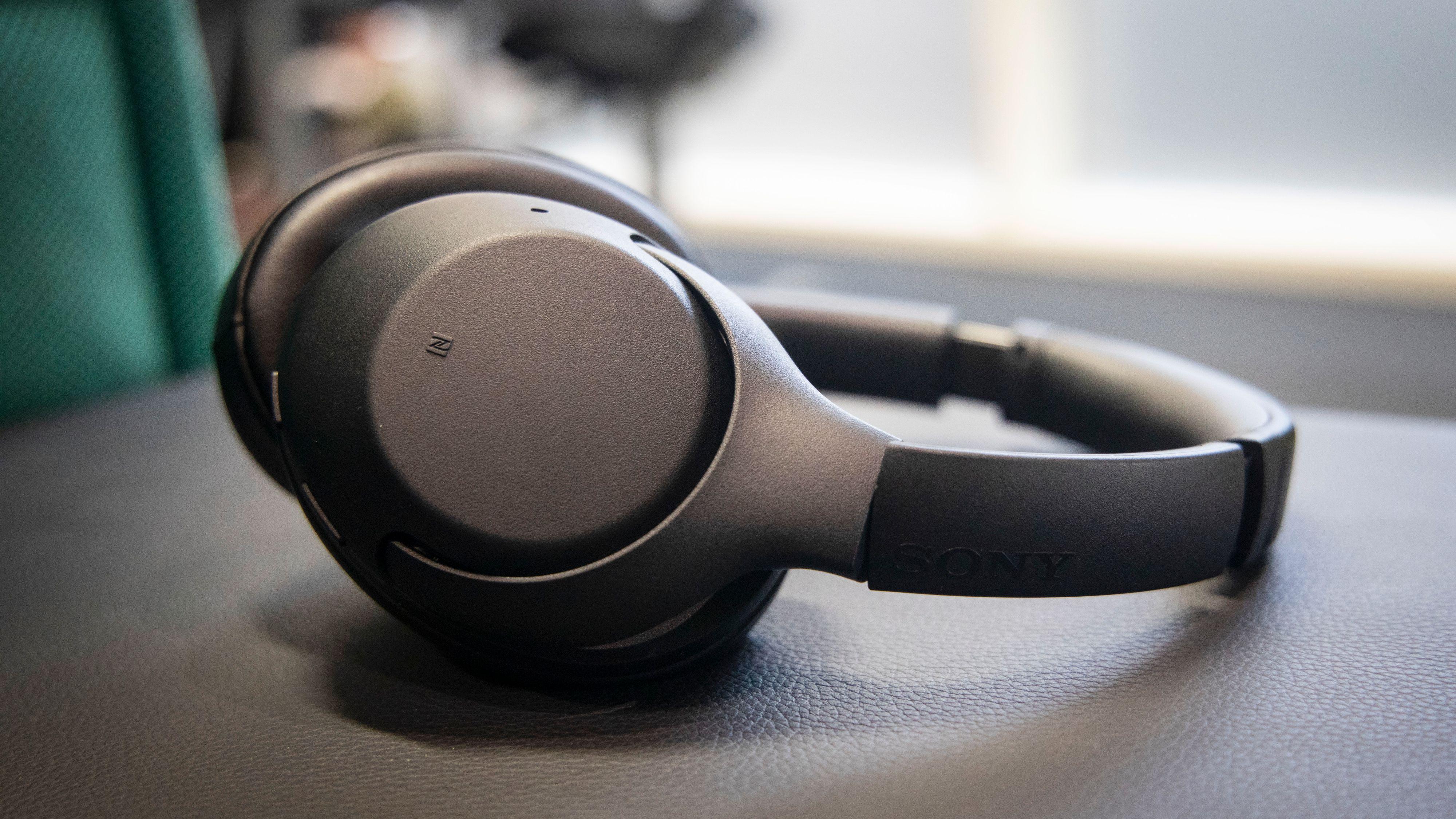 Sonys WH-XB900N er fyldige og basstunge, men det blir fort litt for mye. Mange vil nok imidlertid kunne like denne lyden.