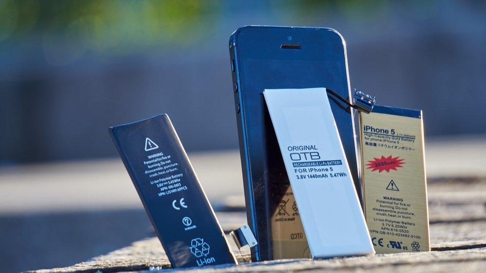 Vi testet tre forskjellige batterier på en iPhone 5 for å se hvilket som ga best levetid. Bilde: Torstein Norum Bugge, Tek.no