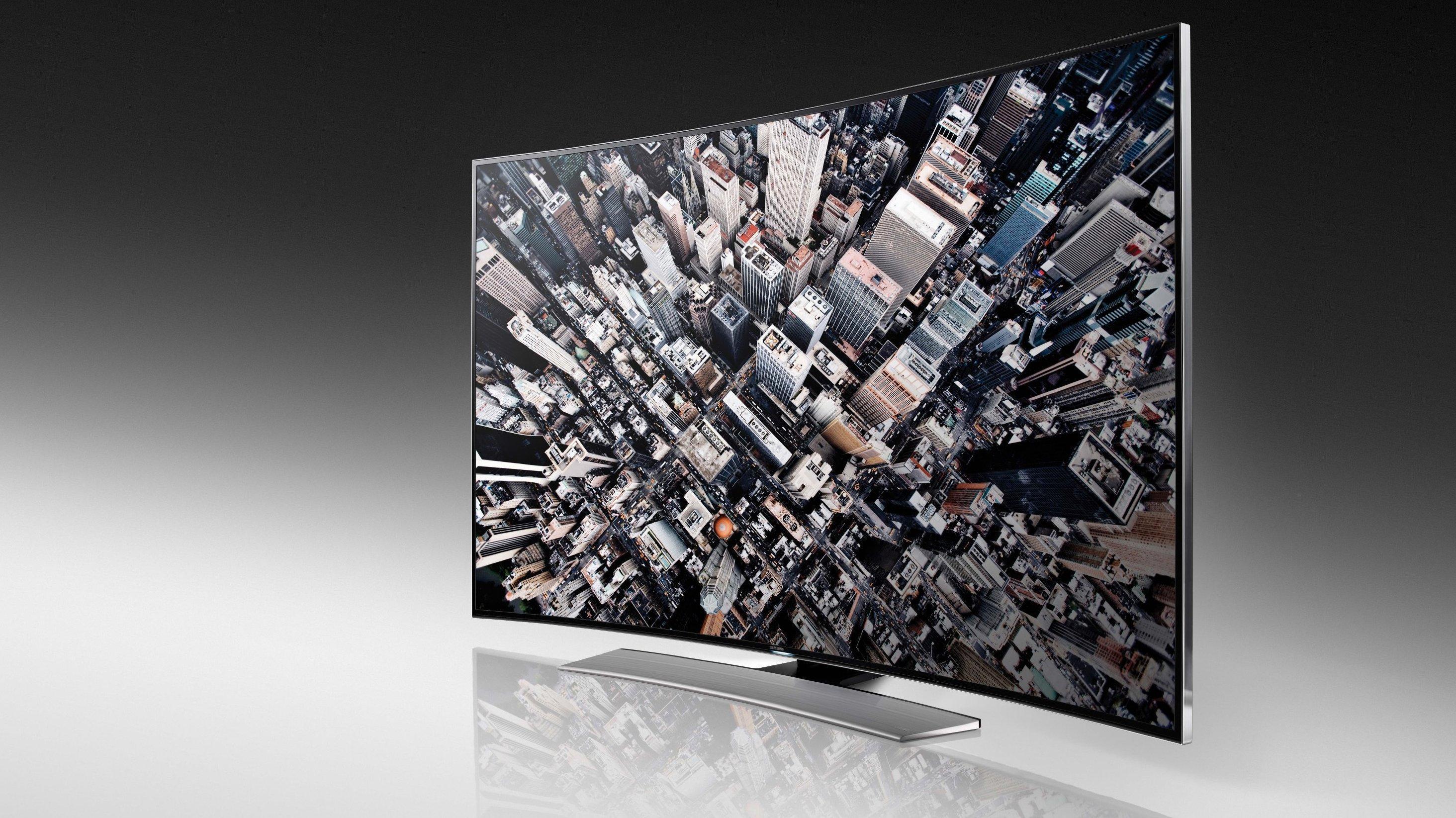 Det ligger visstnok en del psykologisk forskning bak de buede skjermene.Foto: Samsung