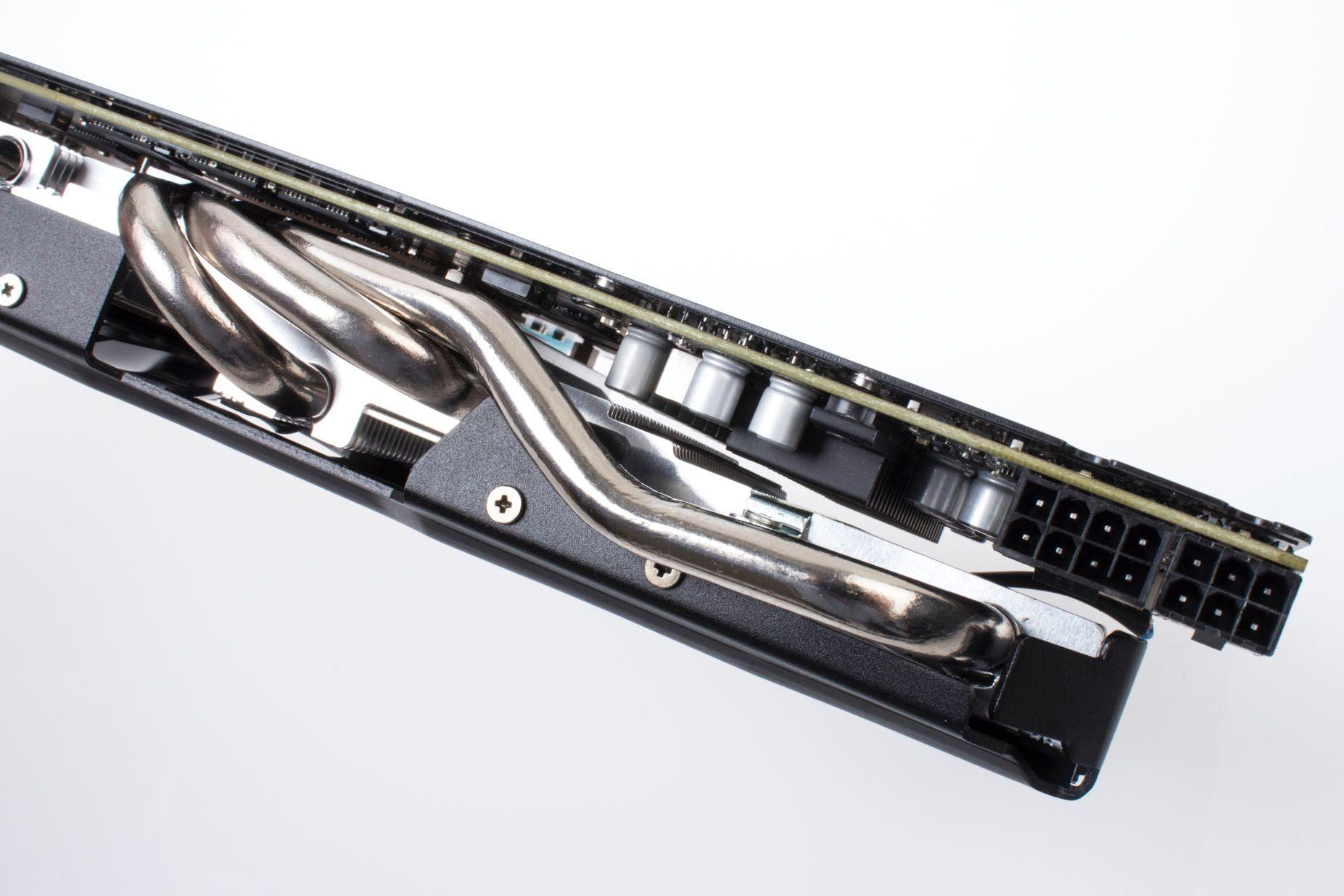 Asus GeForce GTX 770 DirectCU II OC: Solide kjølerør, men helt vanlig kraftbehov.Foto: Varg Aamo, Hardware.no