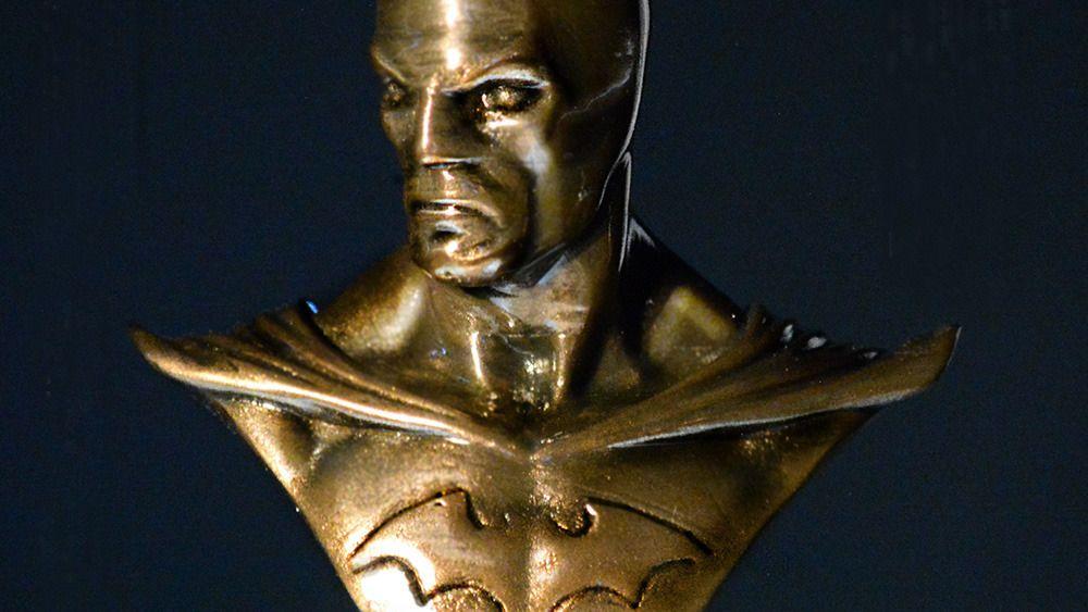 Byste av Batman i bronse. Modellen er ikke brent, bare polert.