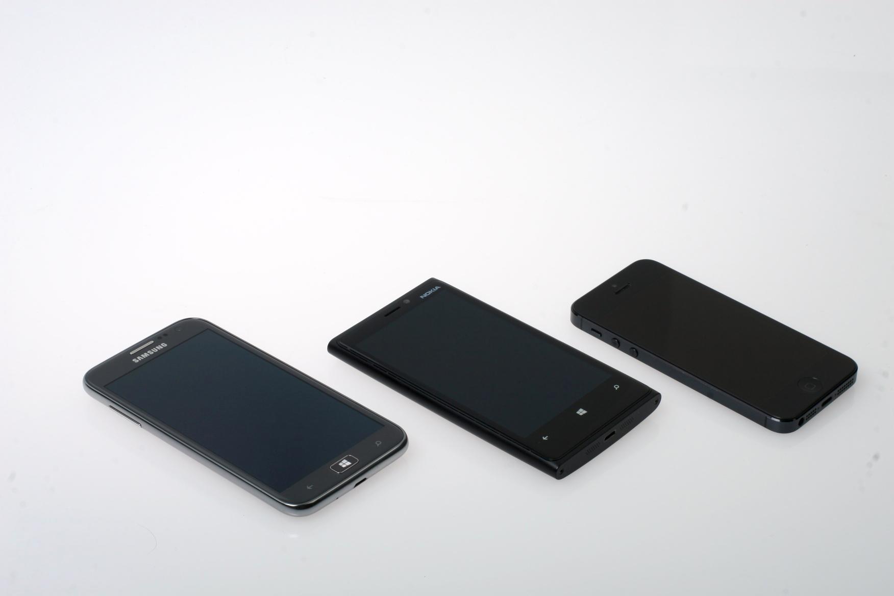 Fra venstre: Samsung Ativ S, Nokia Lumia 920 og Apple iPhone 5.Foto: Kurt Lekanger, Amobil.no