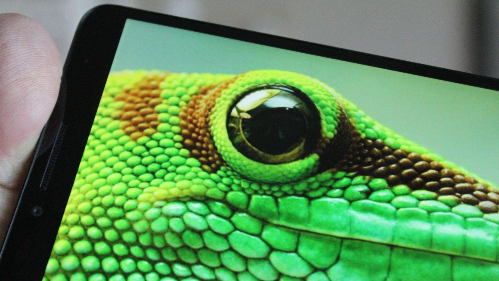skjermen er meget god, og dekker det meste av fronten på telefonen. Foto: Espen Irwing Swang, Tek.no