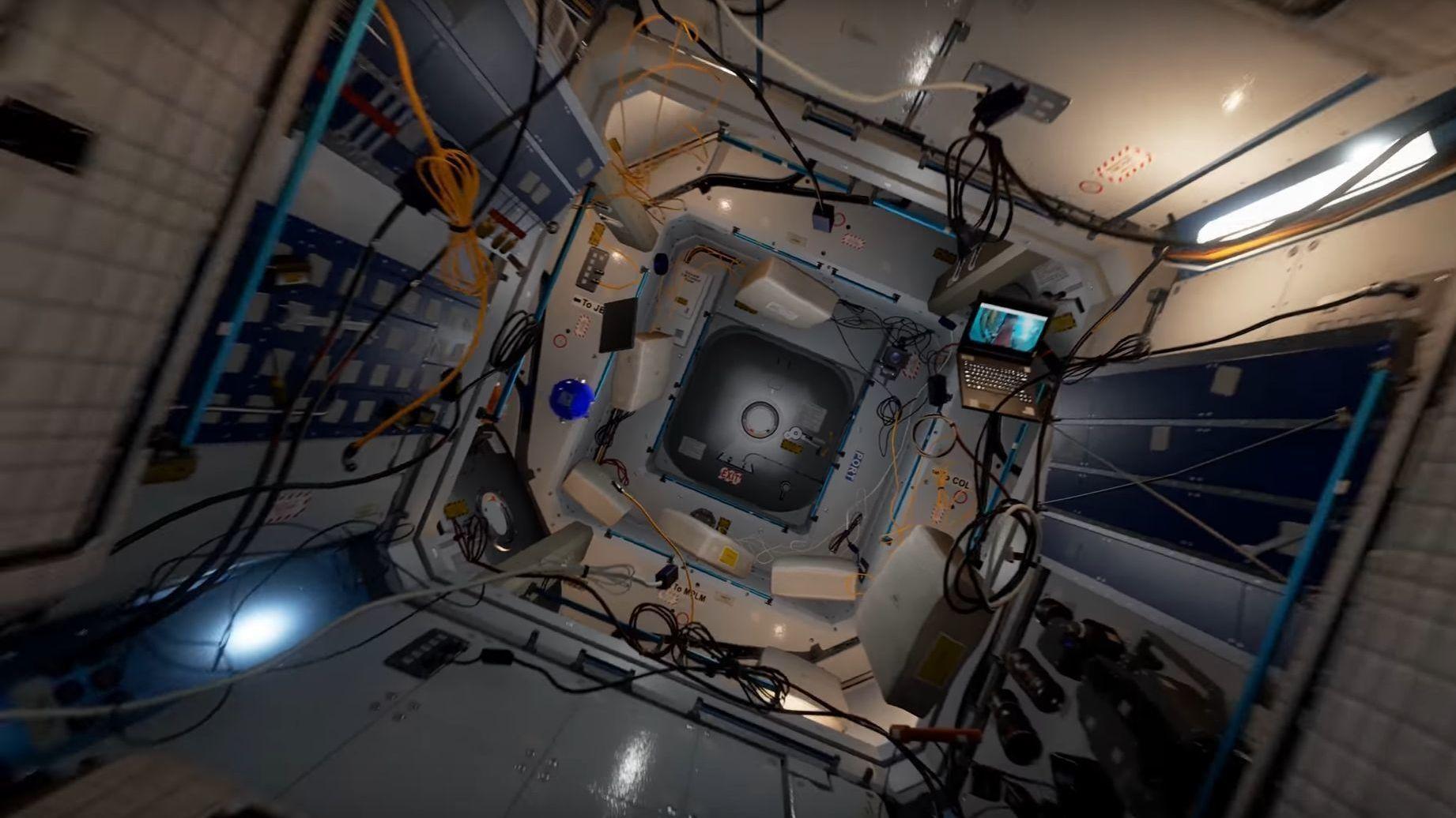 Slik ser det ut når du besøker romstasjonen ISS i VR