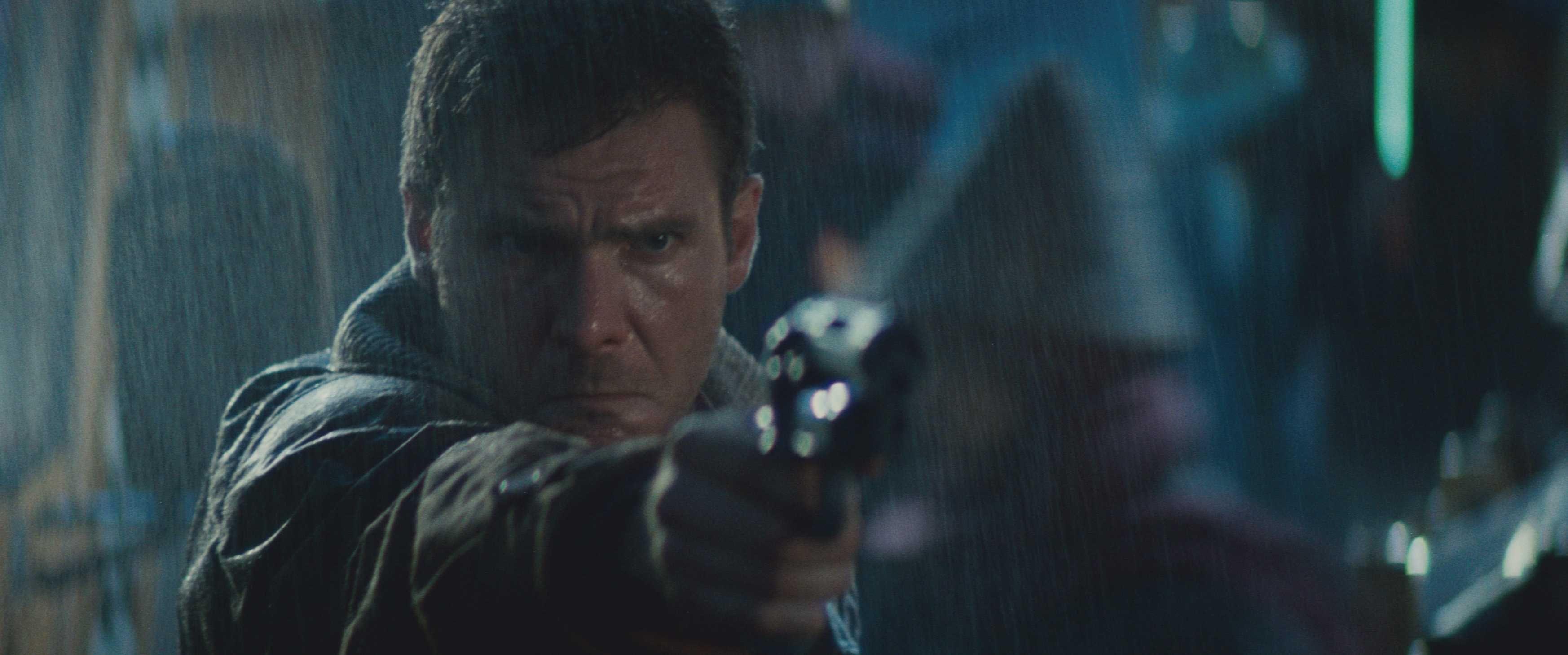 """Harrison Ford spiller sin kanskje beste rolle i """"Blade Runner"""". Her jakter han på androider som føler seg som mennesker, og slik tar en fremtidsrettet verk opp høyst menneskelig og aktuell tematikk."""
