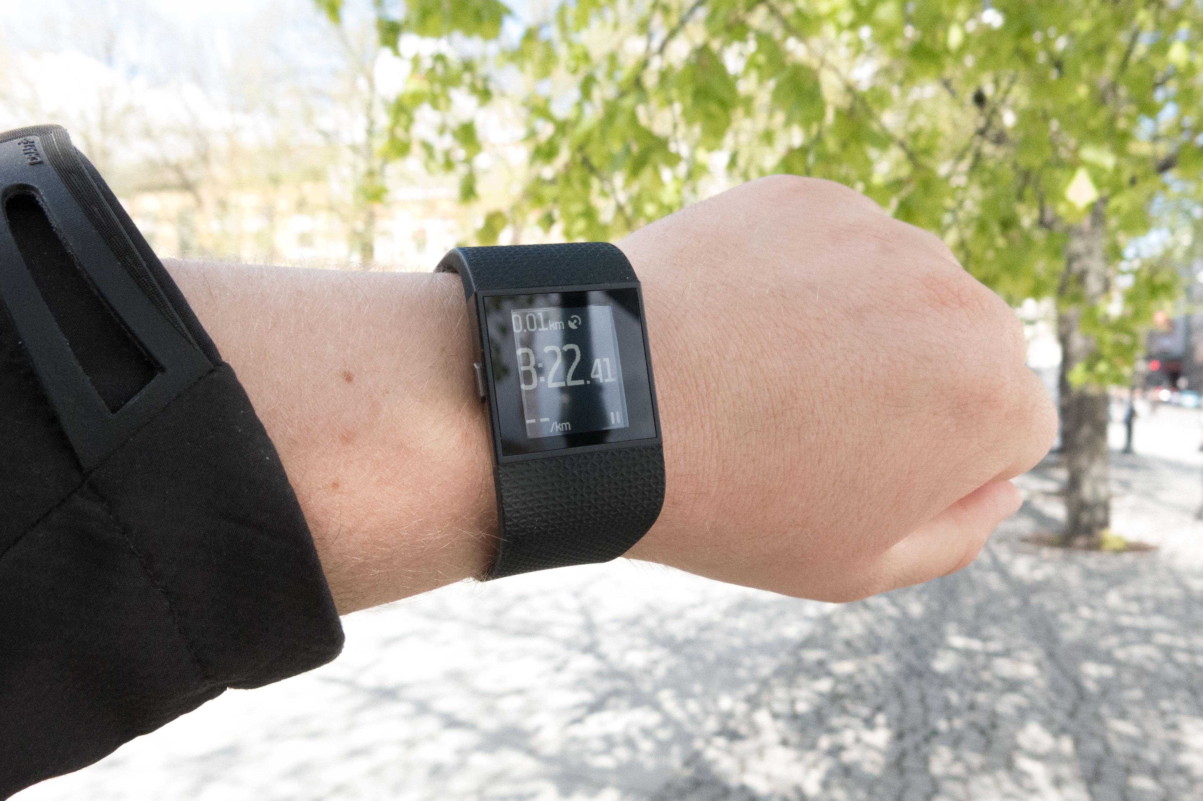 Surge er Fitbits største aktivitetsmåler. Foto: Ole Henrik Johansen / Tek.no