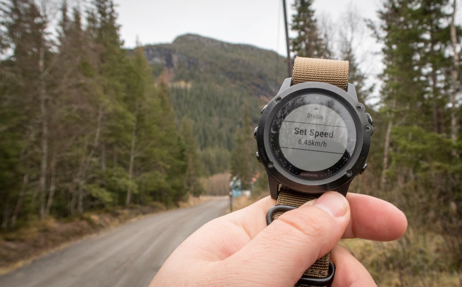 6,45 kilometer i timen opp der? Nei takk. Hvorfor kan vi ikke sette et mindre ambisiøst mål? 3 km/t hadde jo vært raskt nok i bratte fjellsider.