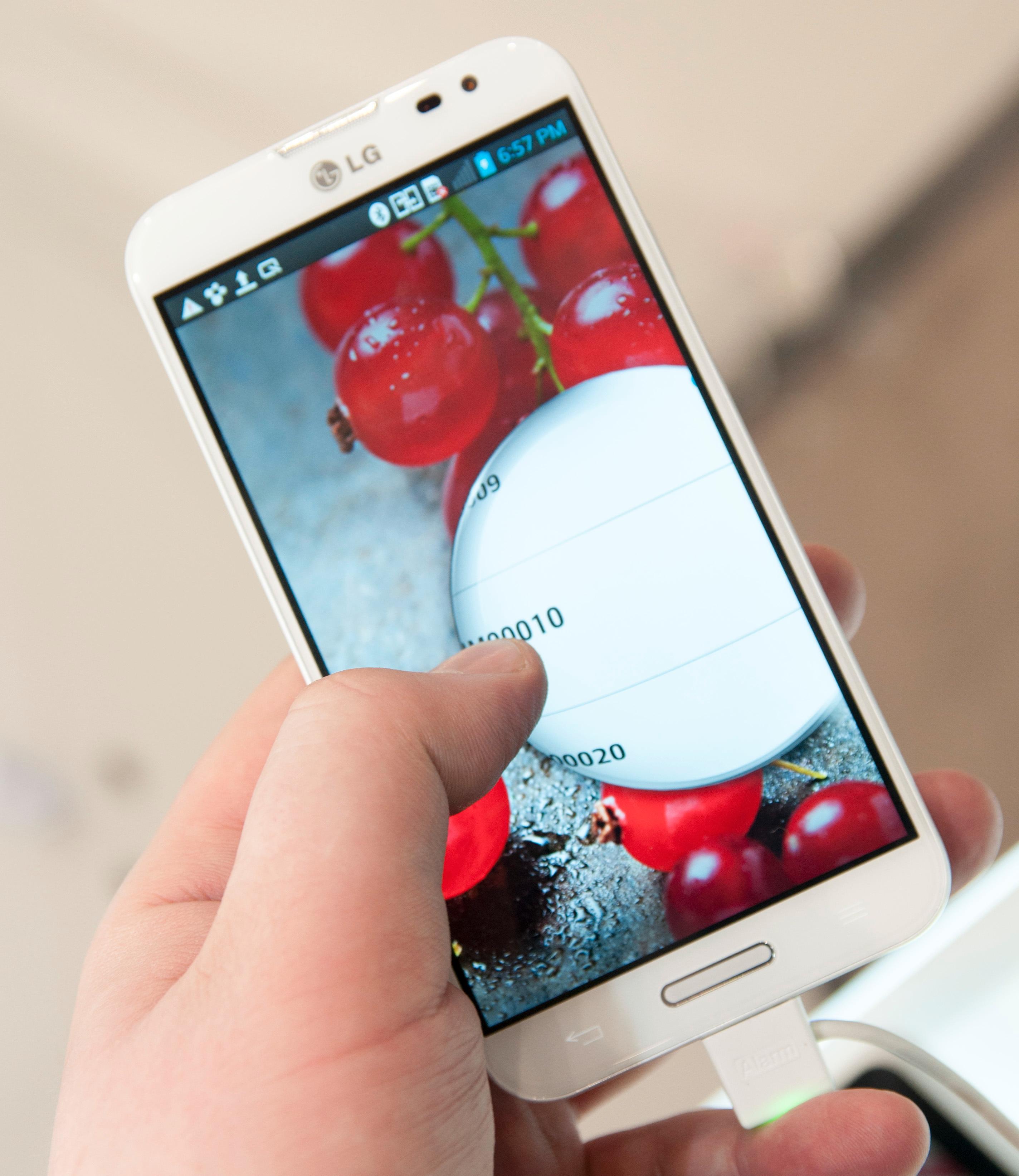 Låsefunksjonen LG har laget er litt stilig. Når du trekker fingeren over skjermen, trekker du opp en boble som gradvis avslører innholdet bak.Foto: Finn Jarle Kvalheim, Amobil.no