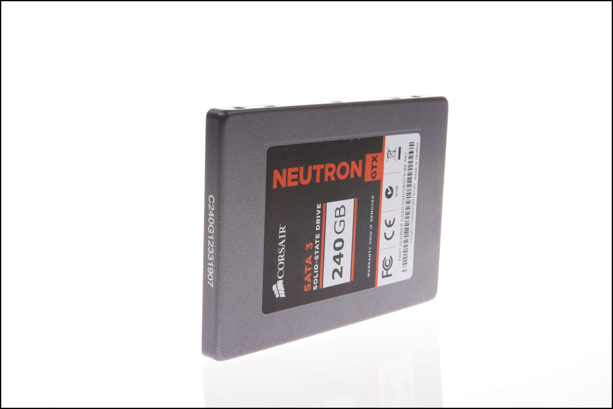 Neutron GTX er bare 7 millimeter tykk.Foto: Jørgen Elton Nilsen, Hardware.no