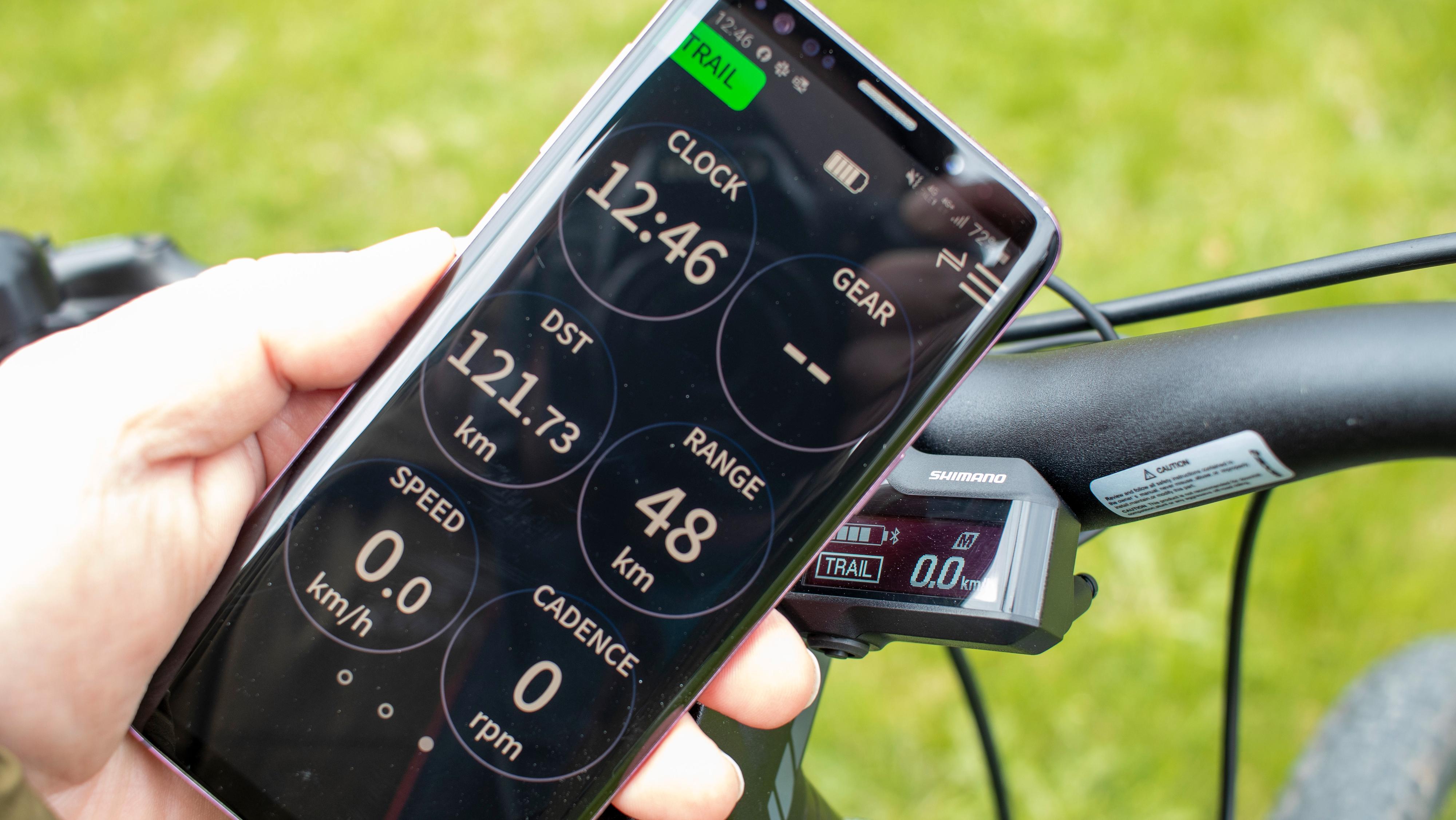 Alle modellene i testen med Shimano-motor kan få sensordata ut til en app på mobilen. En annen app kan brukes til å justere og oppdatere systemet.