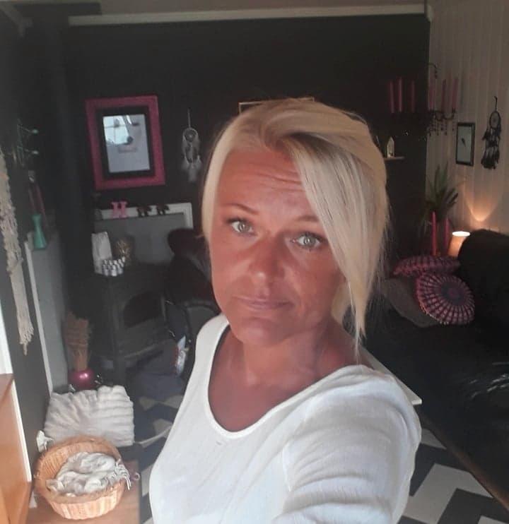 Heidi Fredriksen er en av kundene som fortsatt venter på mobilen sin, én måned etter den er bestilt.