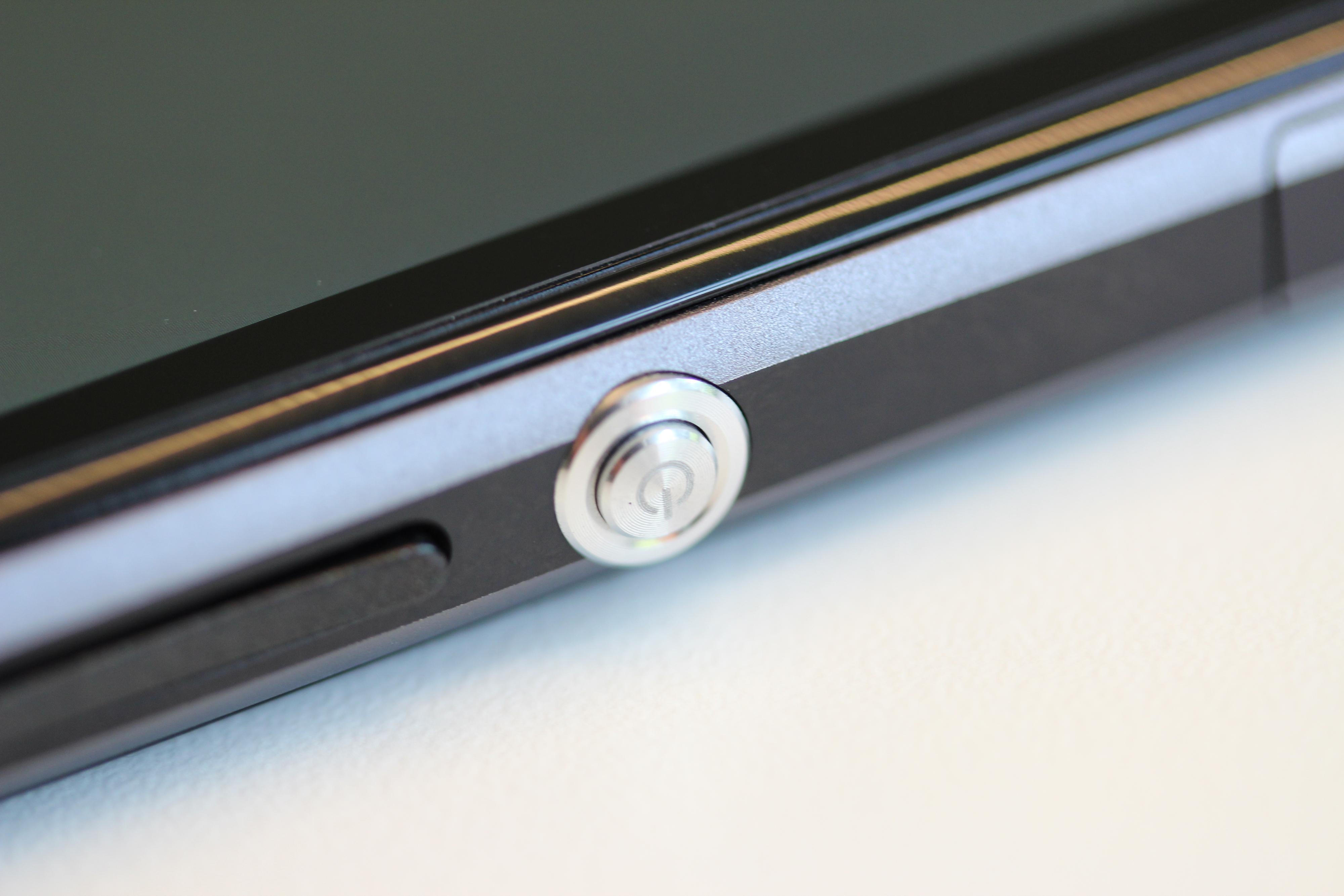 Den sirkelrunde tasten er blitt Sonys varemerke. Foto: Espen Irwing Swang, Amobil.no