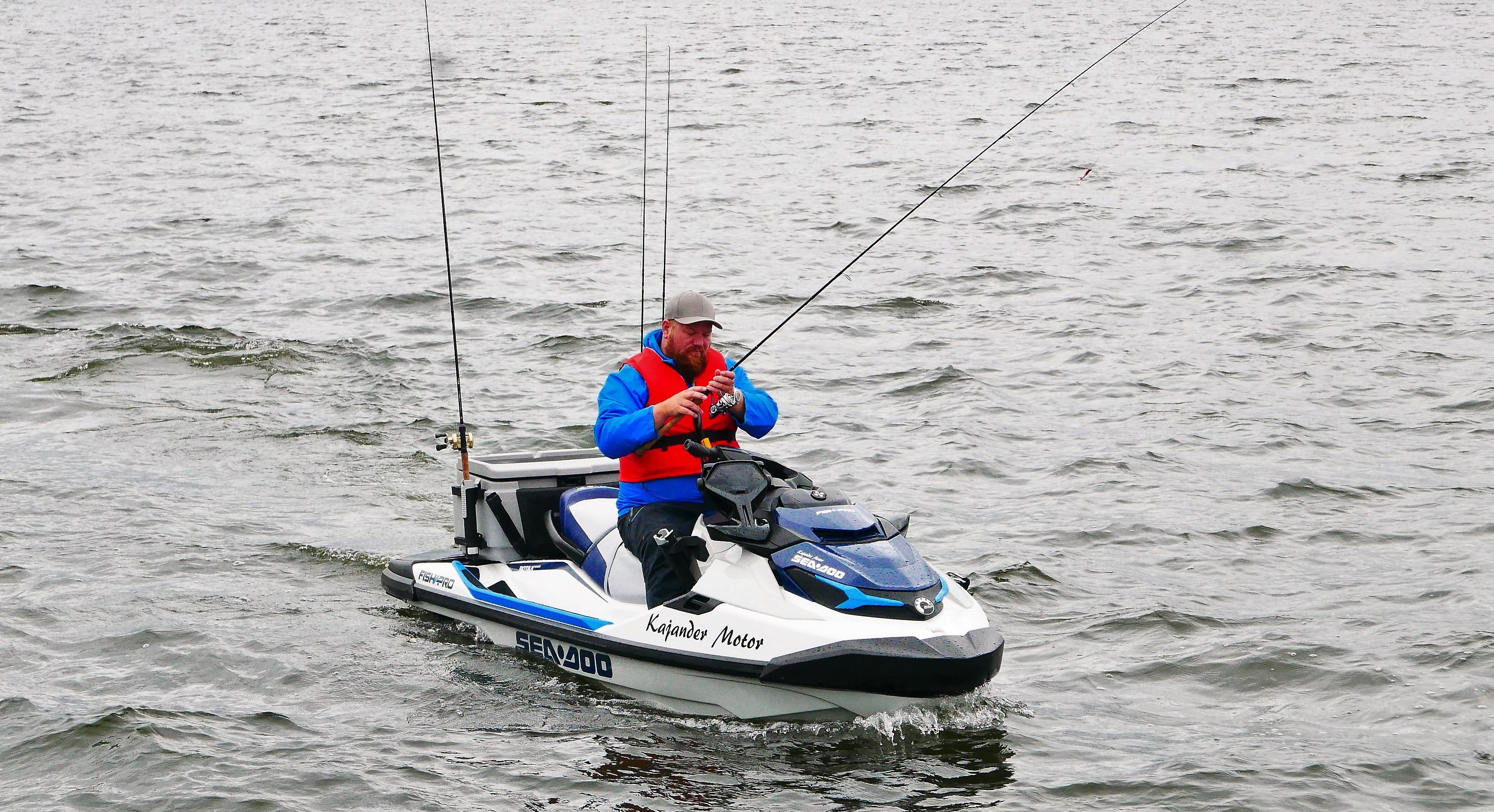 Denne vannscooteren kan du fiske fra