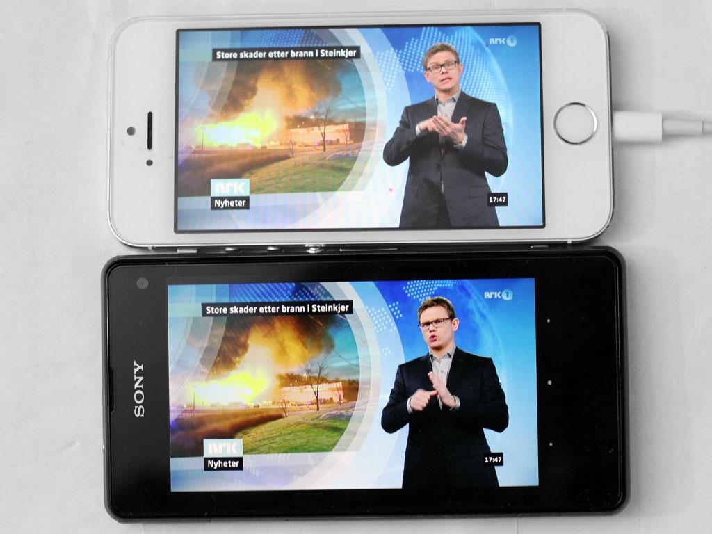 Begge er godt egnet for film eller TV. Men Sonys skjerm gir de største og beste bildene.Foto: Espen Irwing Swang, Amobil.no