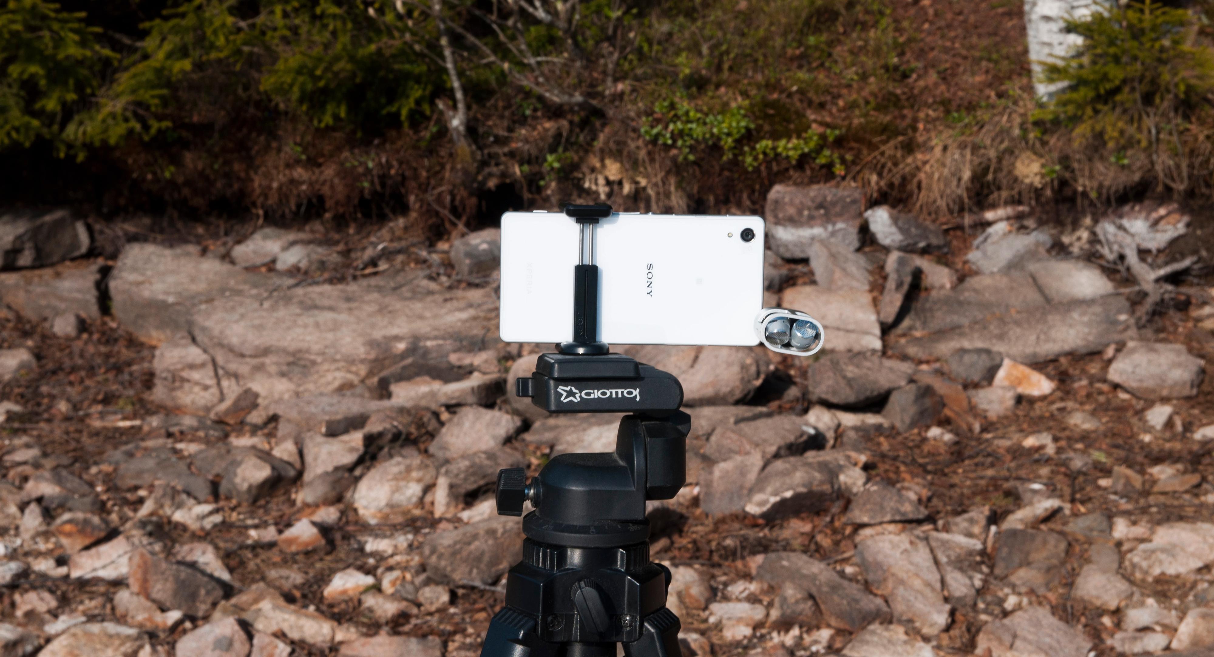 Det er mulig å koble til en stereomikrofon på toppen av telefonen.Foto: Finn Jarle Kvalheim, Amobil.no
