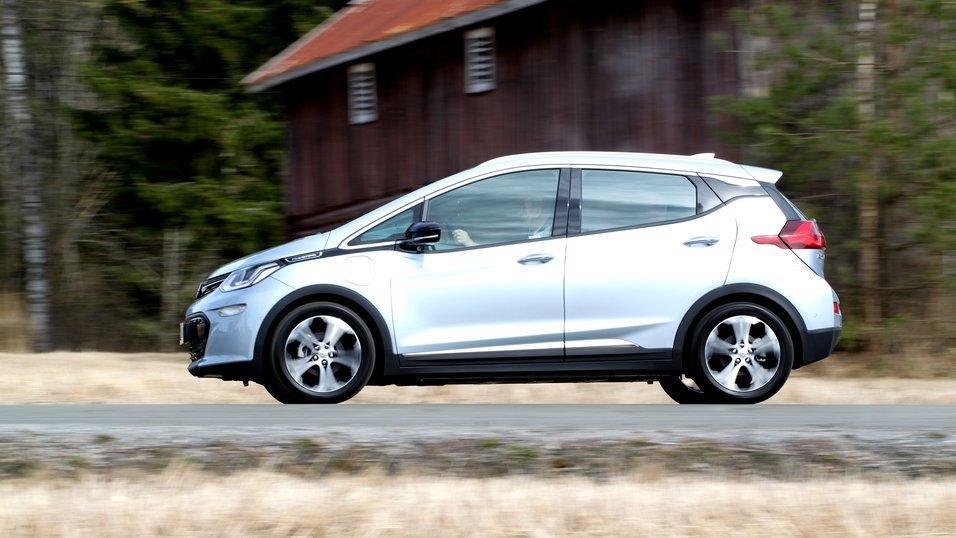 Opel Ampera-e er fortsatt meget vanskelig å få tak i, men det har i alle fall dukket opp noen på bruktmarkedet.