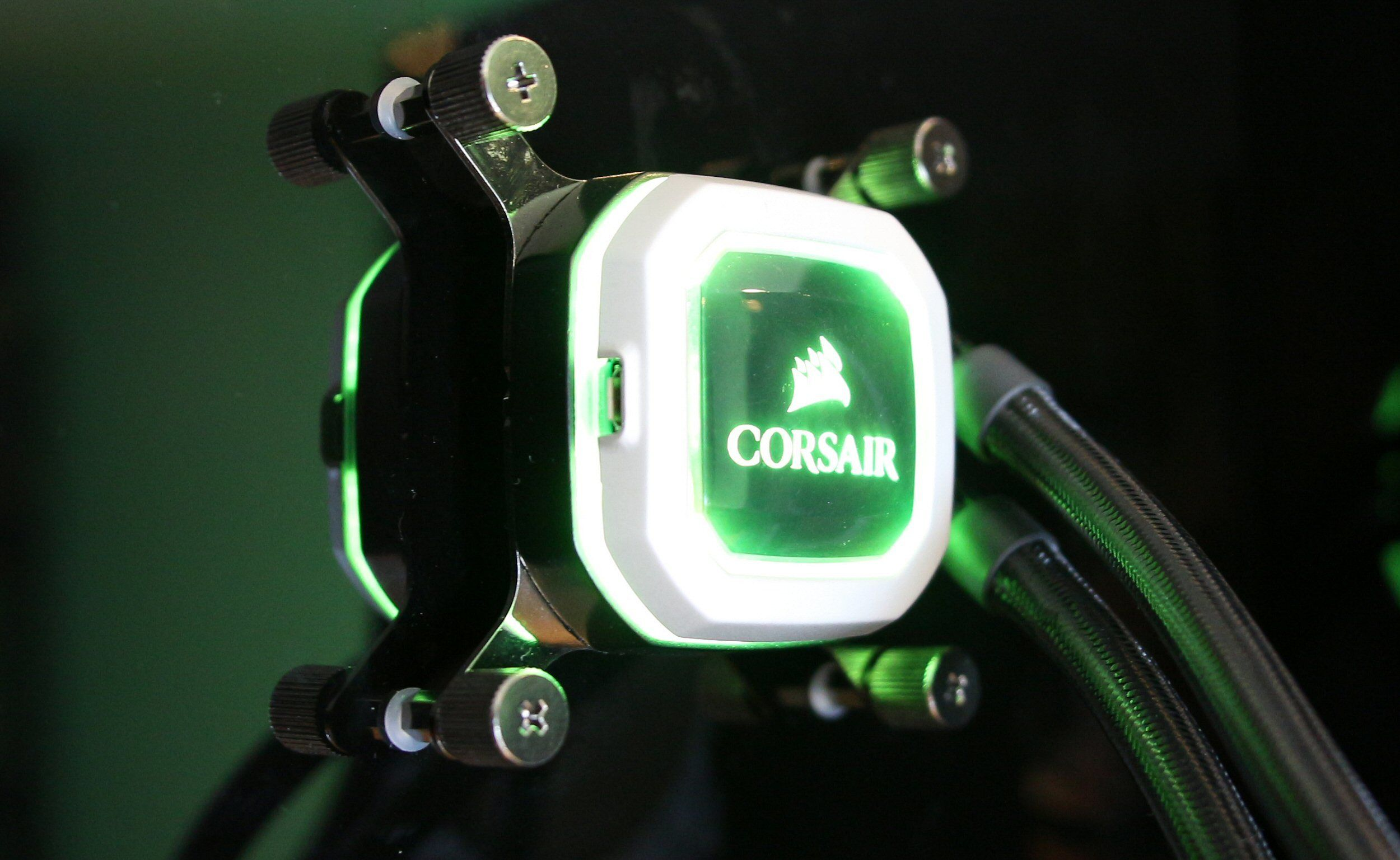 Nye Hydro-utgaver får RGB-lys med styring via mikro-USB.