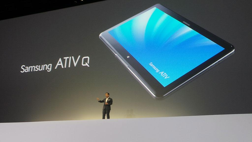 Ativ Q ser ut som et helt vanlig netbrett, men kjører Windows 8 Pro.Foto: Espen Irwing Swang, Amobil.no