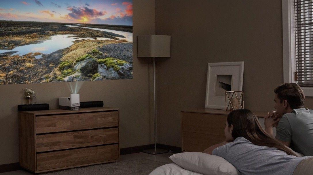 LGs nye projektor viser et 100-tommers bilde bare 12 cm fra veggen