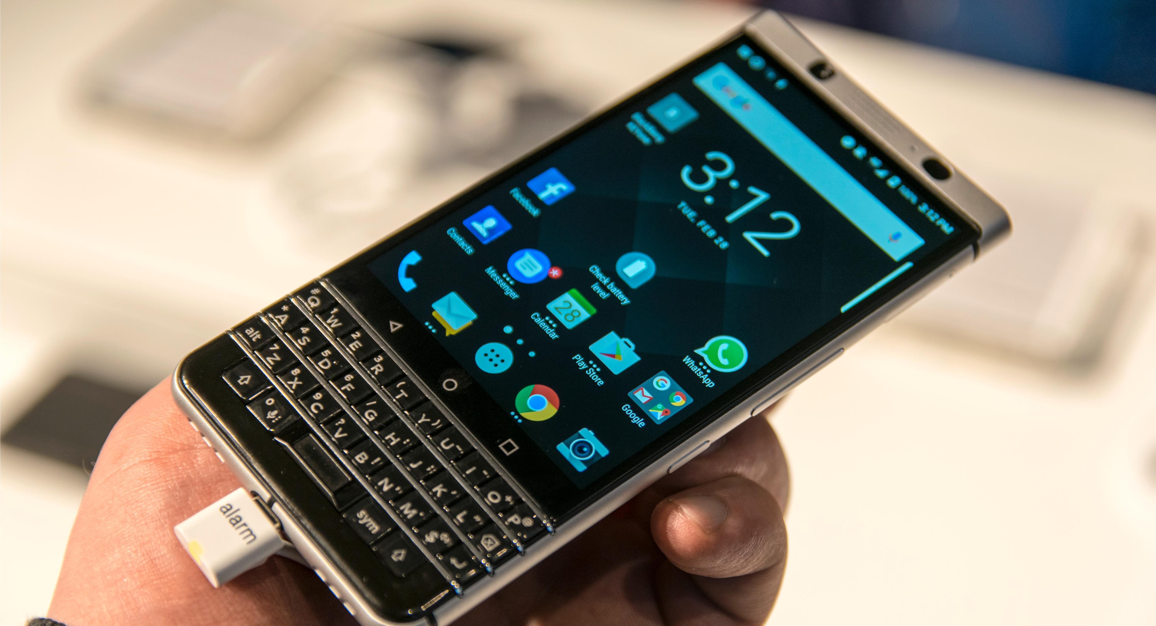 Designen er antakeligvis litt elsk eller hat. KEYone har en mer eller mindre klassisk BlackBerry-design. Den ligger godt i hånden og er akkurat passe stor.