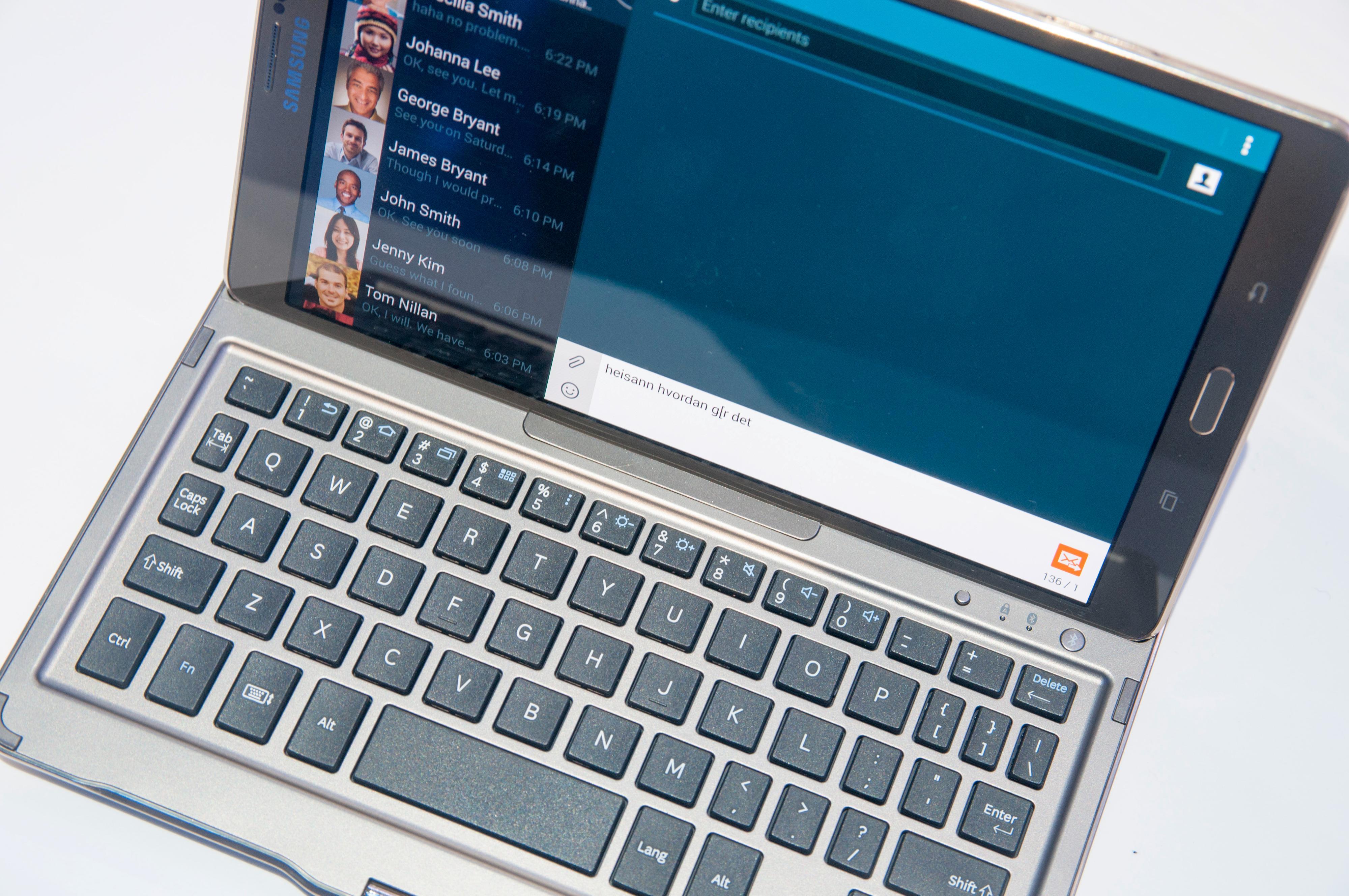 Det kan hende tastaturet til Galaxy Tab S 8.4 blir litt lite for noen, men avstanden mellom tastene er ganske god. Det gjenstår å se hvor bra det fungerer for lengre tekster enn denne.Foto: Finn Jarle Kvalheim, Amobil.no