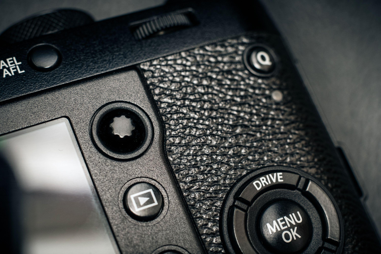 Fujifilm X100F har en joystick man kan velge fokuspunkt med.