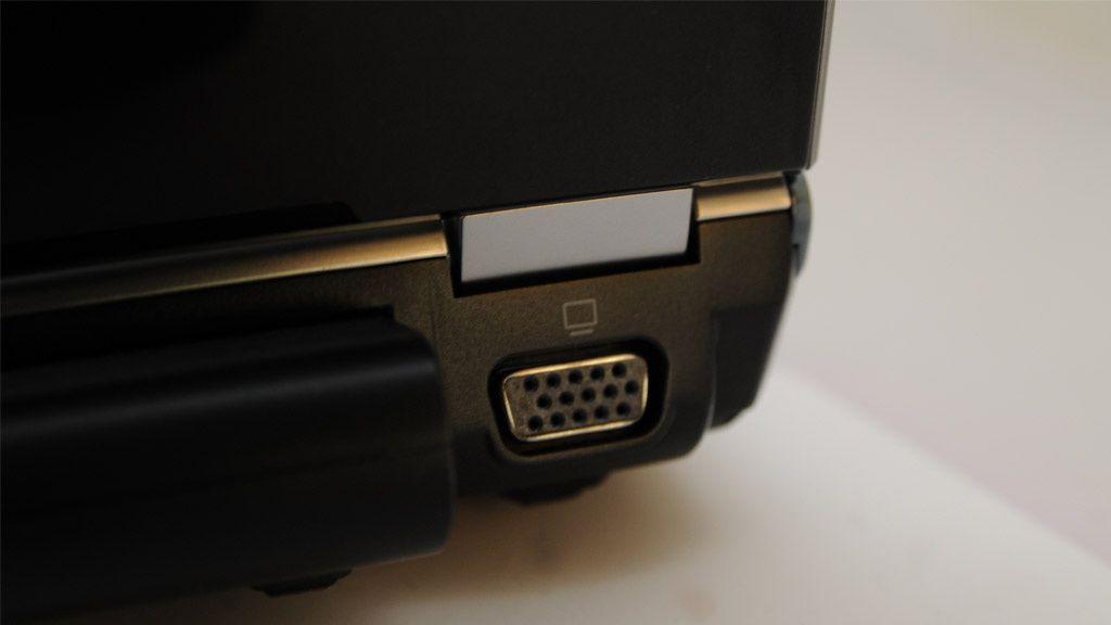 VGA-port bak på laptopen