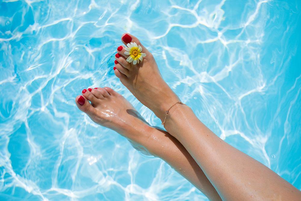 Förbered fötterna inför sommaren med hemma-pedikyr.