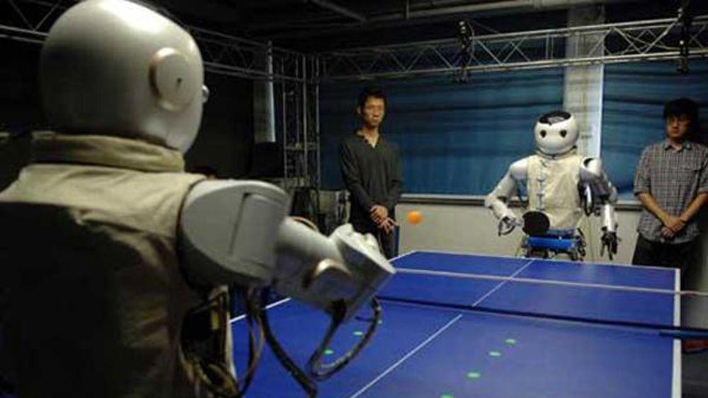 Roboter spiller ping-pong