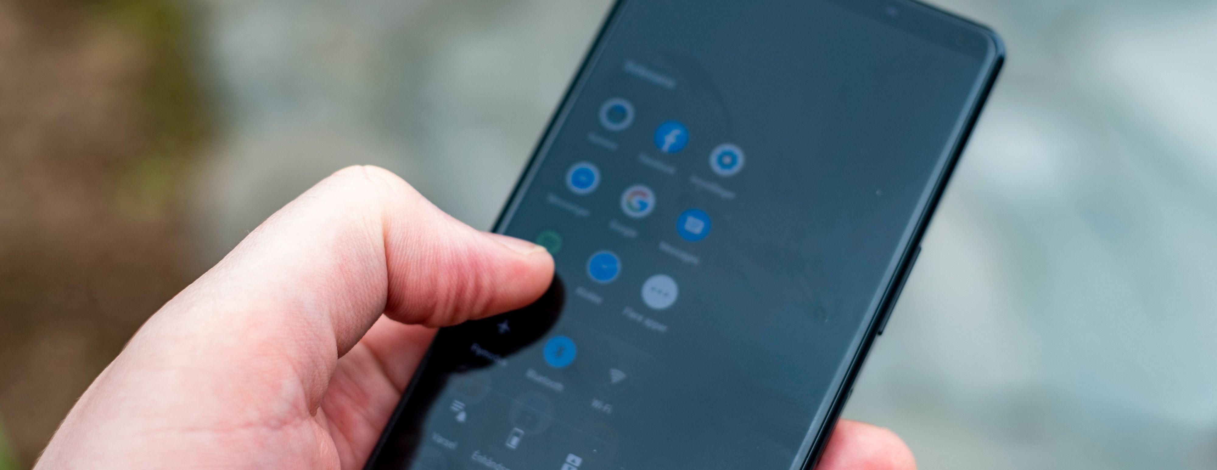 Sidesans er en funksjon som kobler raske tapp på siden av skjermen til ulike funksjoner på mobilen. Blant dem er standardmenyen som dukker opp - den er ikke så veldig nyttig.