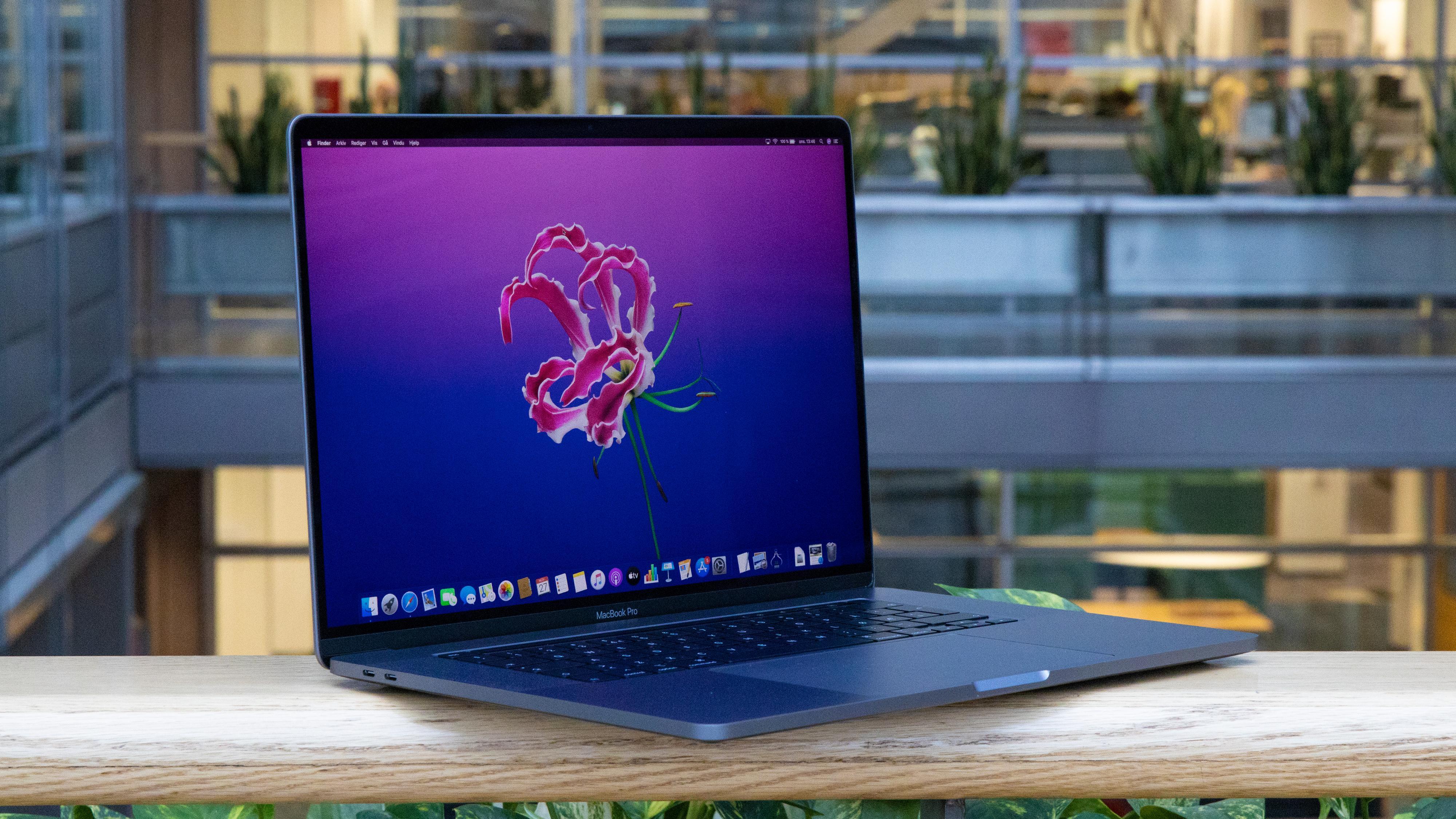 Nye Macbook Pro- og Air-modeller med nytt tastatur vil komme i andre kvartal, ifølge analytiker Ming-Chi Kuo. Her den nylig lanserte 16-tommeren.