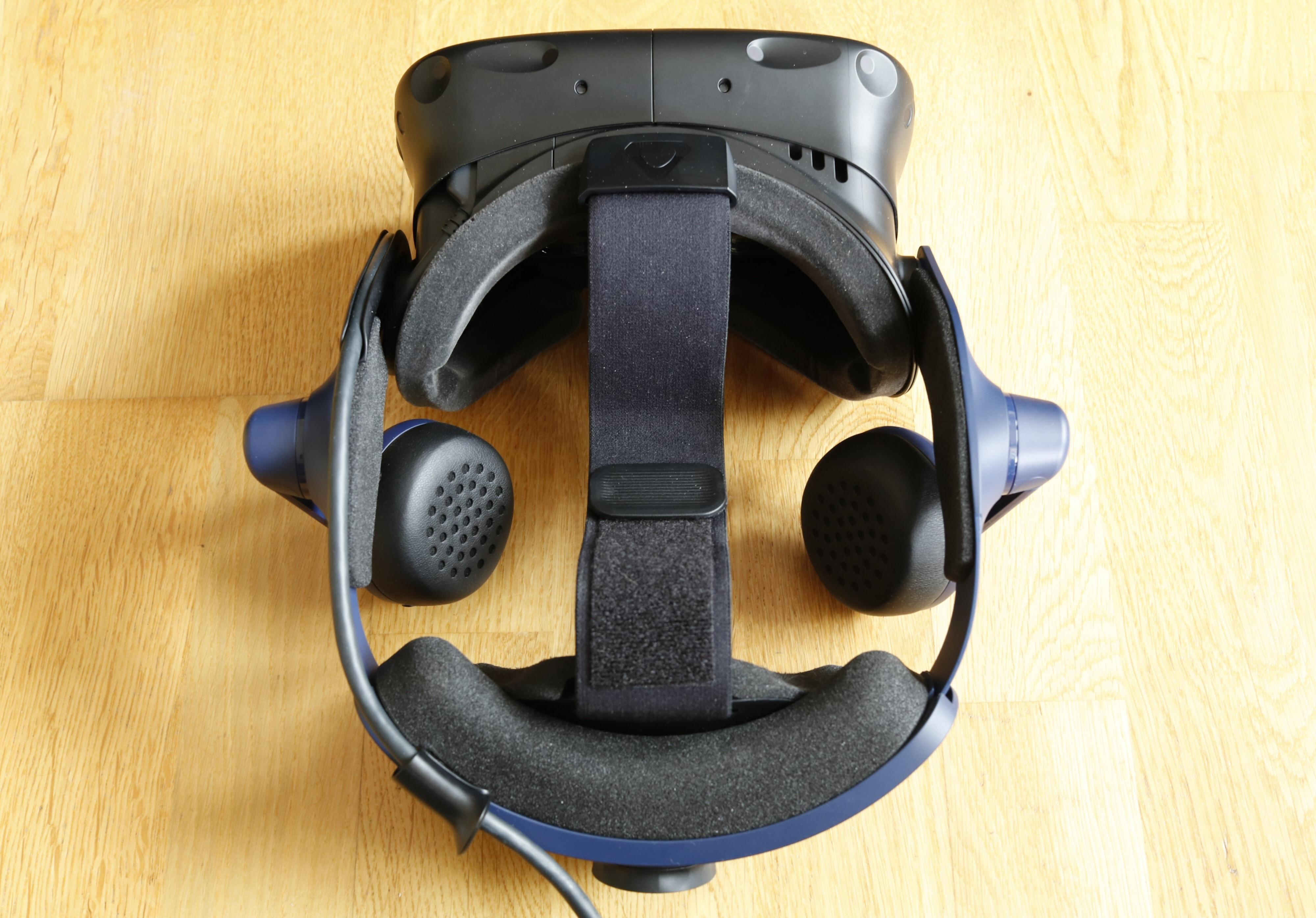 HTC Vive Pro 2 har som forgjengeren skrufestestropp og godt med polstring både foran og bak.