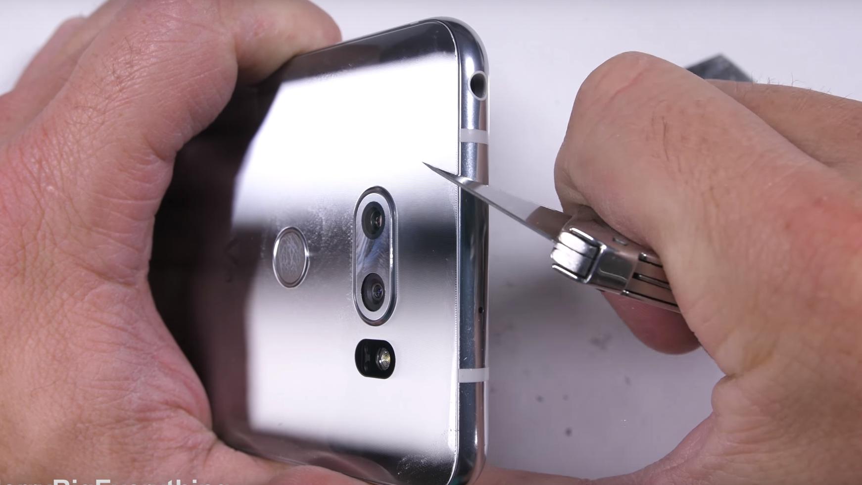 Vi kalte den en av de beste mobilene noensinne – så mye tåler LG V30