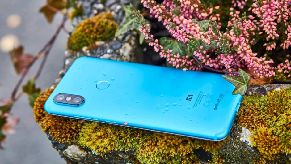 Bildet viser en Xiaomi Mi A2.