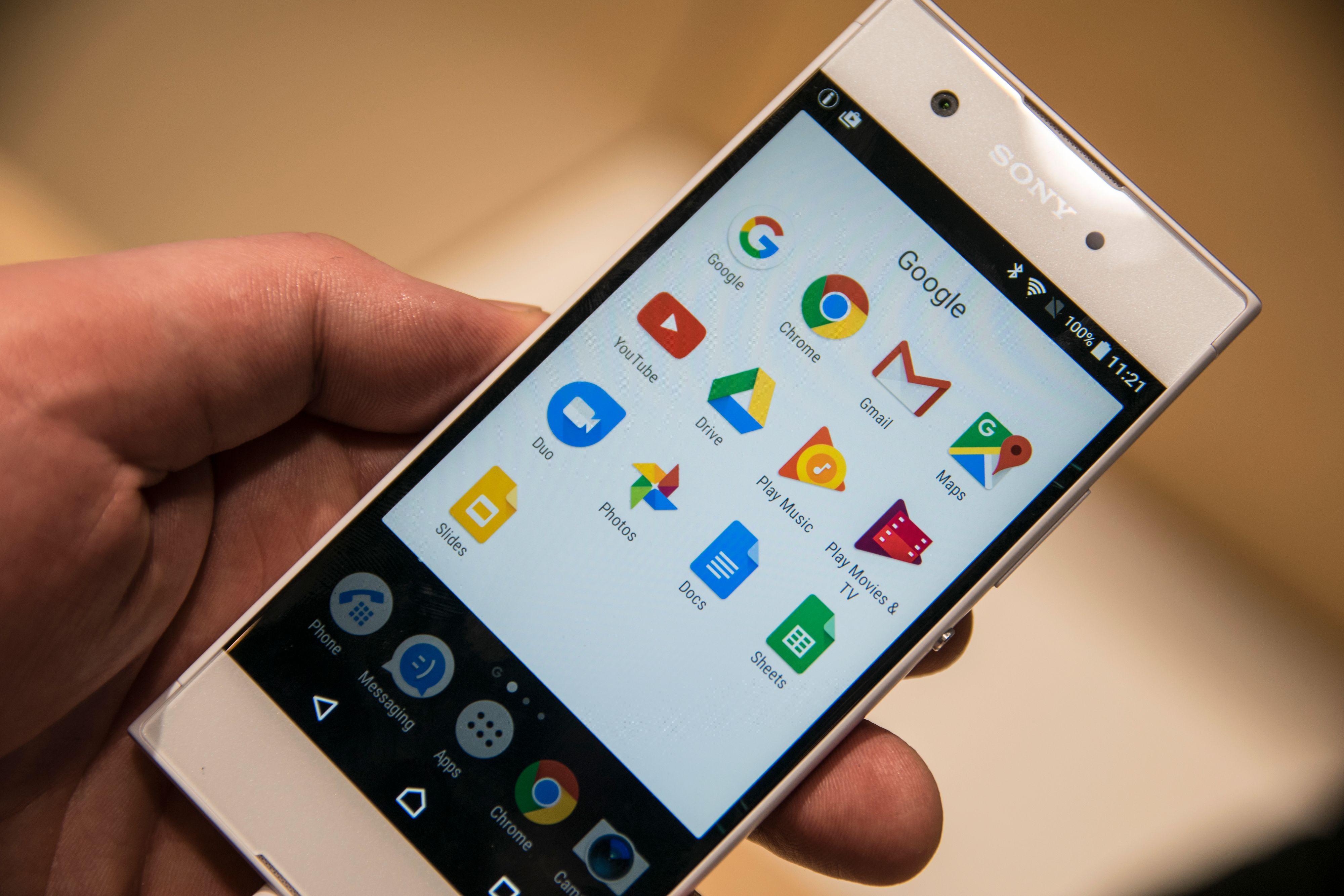 Sony kjører et enkelt og vanligvis kjapt brukergrensesnitt oppå Android. Det var ikke så raskt som vi forventet i forrige utgave XA, men XA1 virket vesentlig kvikkere.
