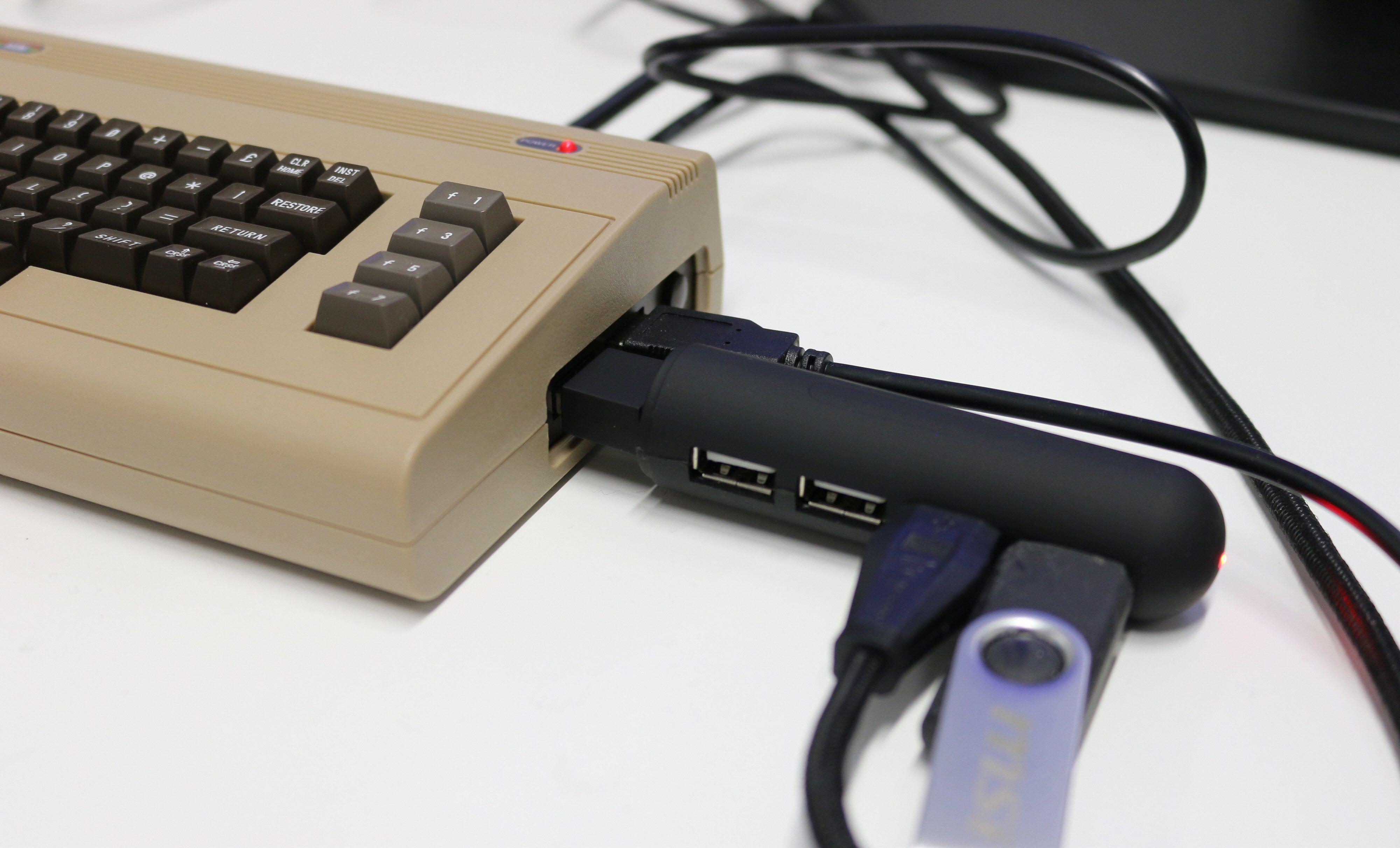 Laste inn andre spill? Da måtte vi fram med USB-huben.