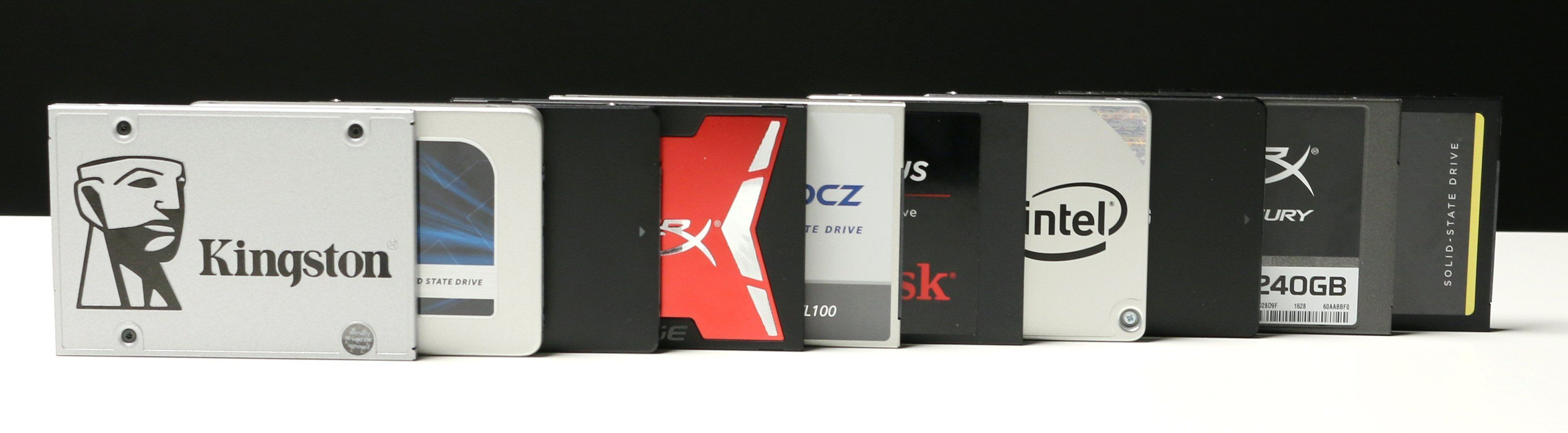 Disse er med: Kingston SSDNow UV400, Crucial MX300, Samsung 850 Evo, HyperX Savage, OCZ TL100, SanDisk SSD Plus, Intel 540s, Samsung 750 Evo, HyperX Fury og Corsair Force LE.