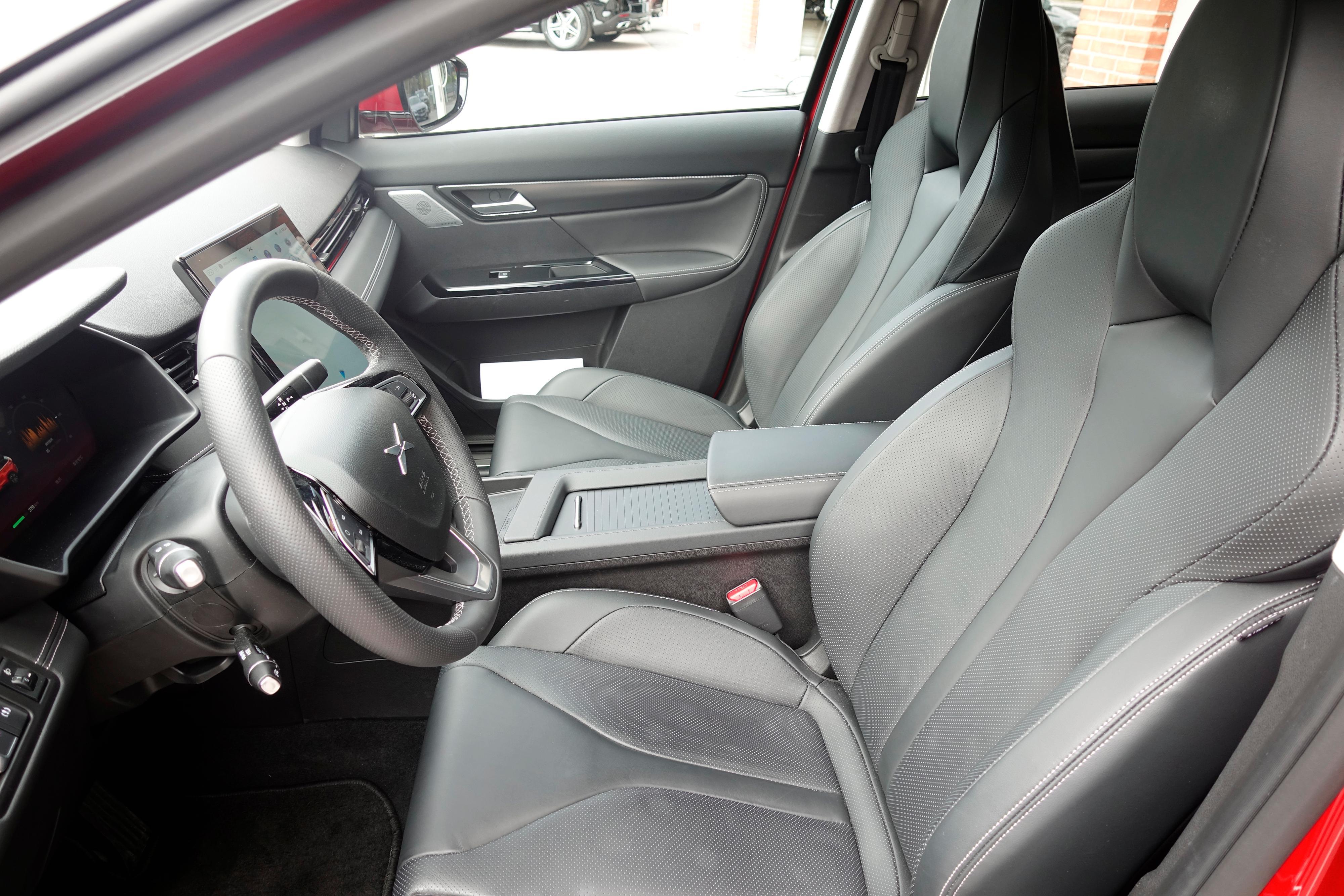 Meget behagelige seter i Xpeng G3. Dette er Premium-varianten med seter i nappaskinn.