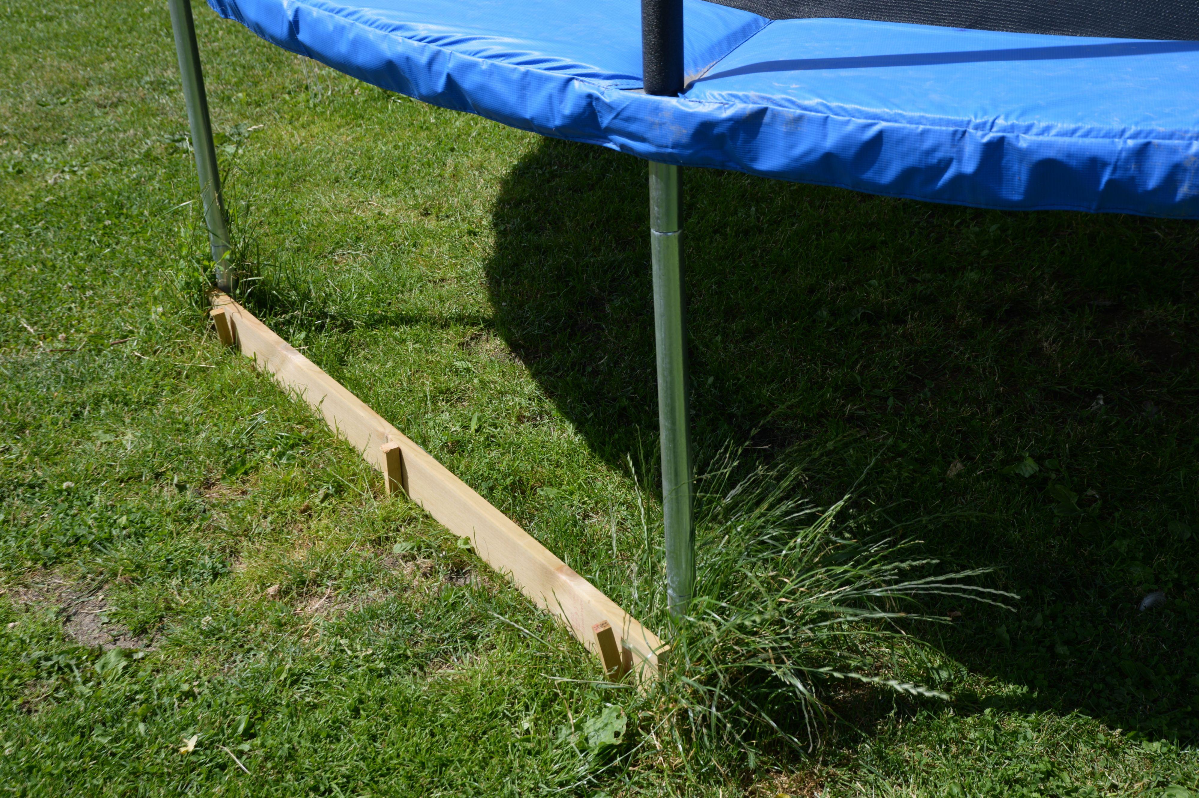 Trampoliner er en robotklipper-fanger. Sørg for å sette opp en planke eller tilsvarende som er høy nok til at støtfangeren treffer den.