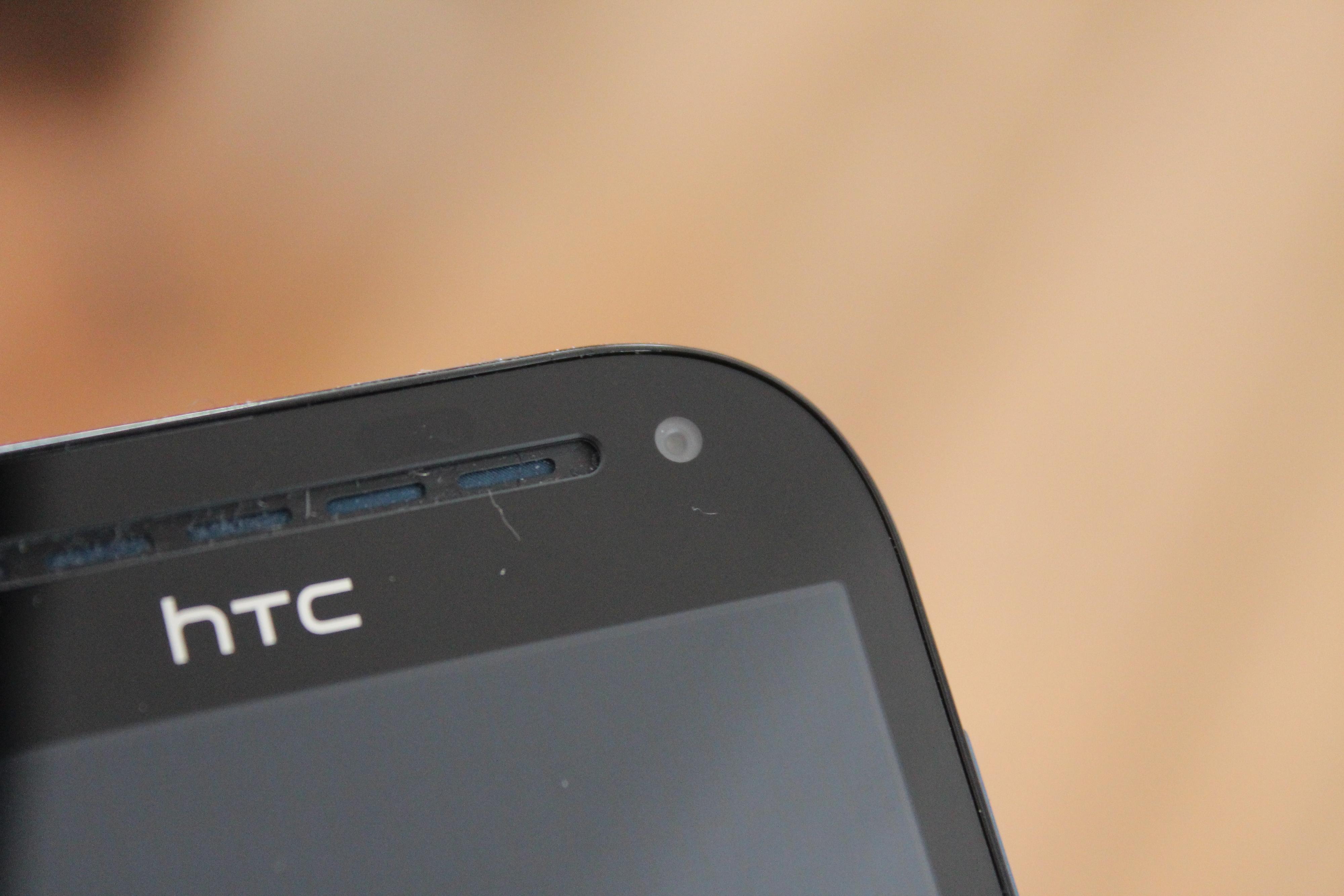 I motsetning til HTC One V, har One SV også frontkamera.Foto: Espen Irwing Swang, Amobil.no