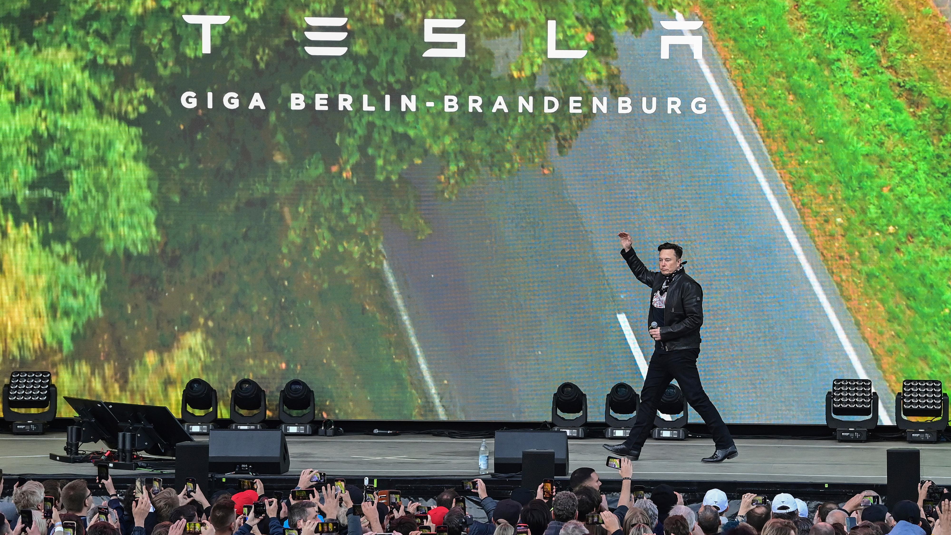 Tesla-sjef Elon Musk besøkte sin egen «festival» ved den nye fabrikken i Berlin i helgen. Produksjonsstart er nært forestående, forkynnet han.