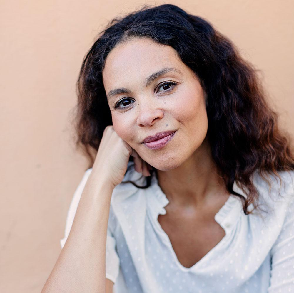 """En återhämtande fritid kan inte kompensera för en orimlig arbetssituation. Möjligen kan det göra att en person håller ut längre"""", säger Mona Drar, psykolog och stressexpert."""