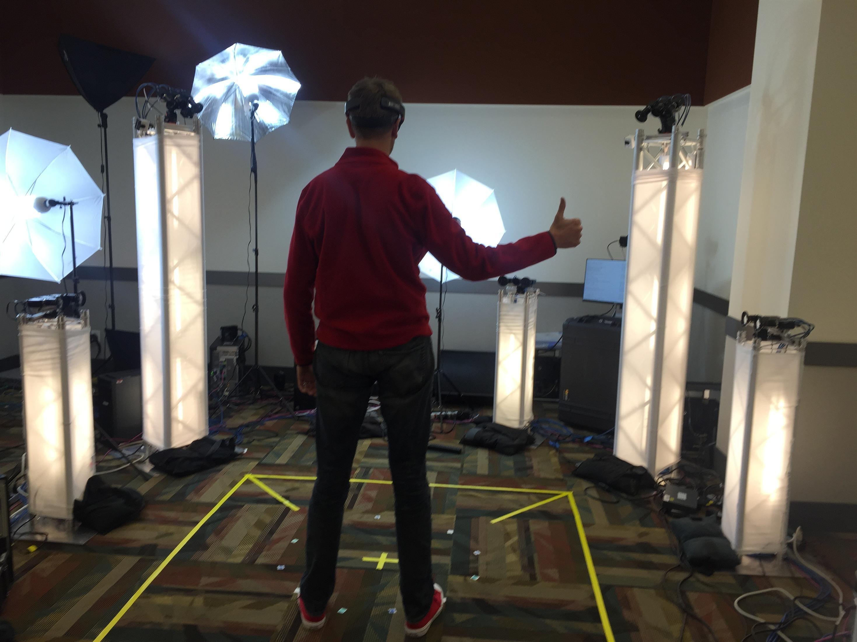 Microsoft Holoportation baserer seg på en rekke 3D-kameraer, samt briller for utvidet virkelighet.