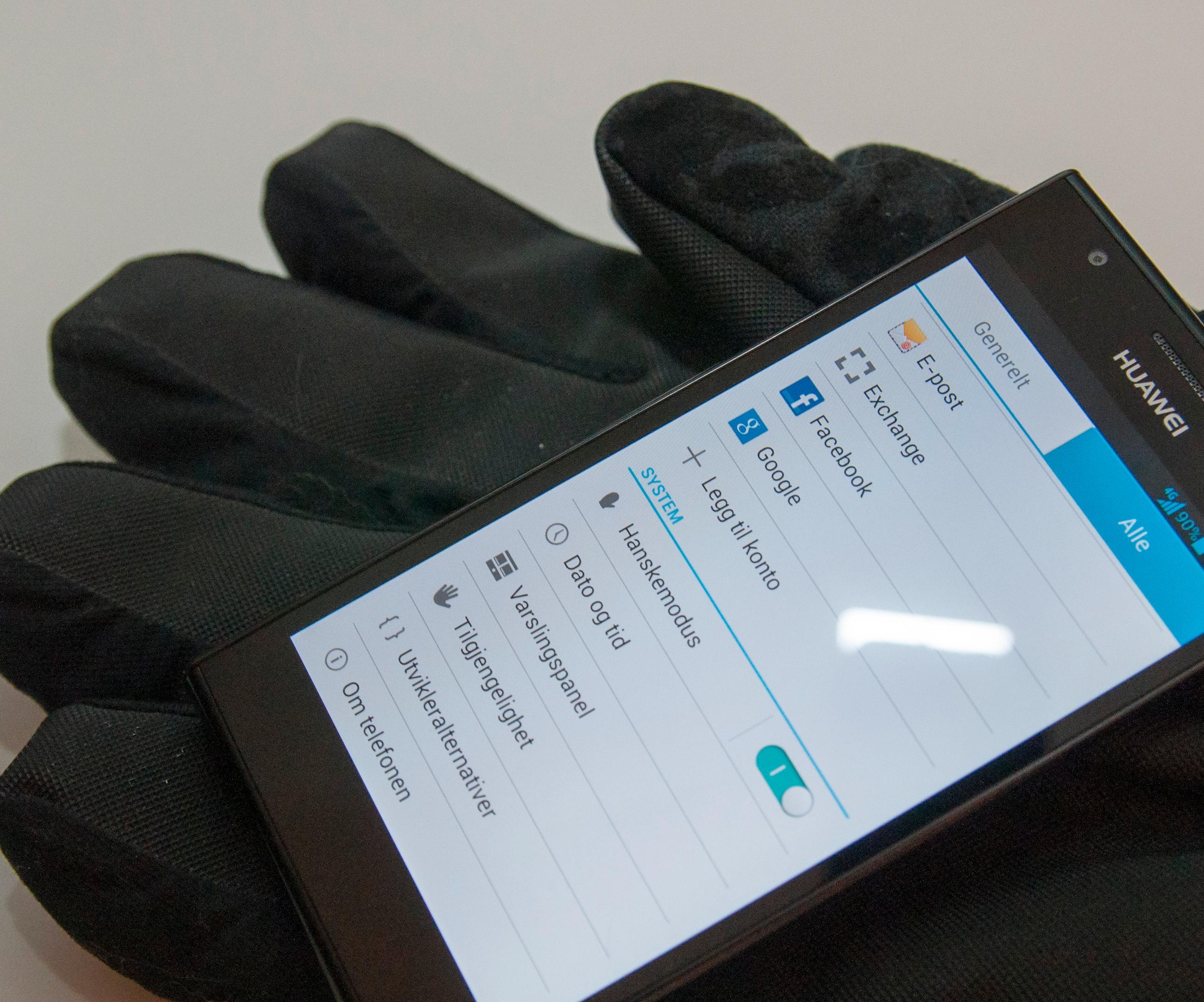 Etter at Nokia innførte det med Lumia 820 og 920 har det kommet stadig flere telefoner som fungerer selv om du har hansker på deg. Ascend P2 er en av disse.Foto: Finn Jarle Kvalheim, Amobil.no