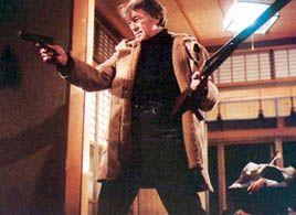 "Robert Mitchum overbeviser i ""Yakuza""."