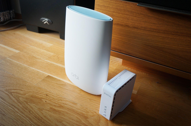 Sammenliknet med Netgear Orbi er Airties-enhetene veldig små.