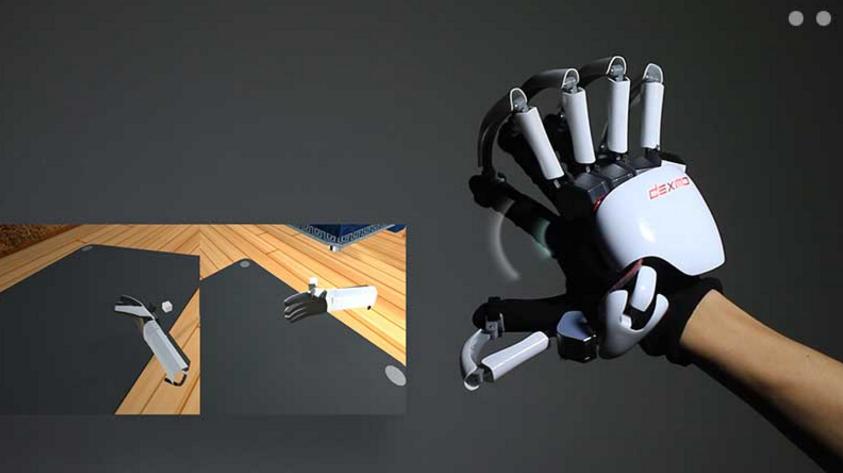 Hanskene fungerer ved å dra/stoppe fingrene på riktig sted for å simulere følelsen av fysisk berøring.
