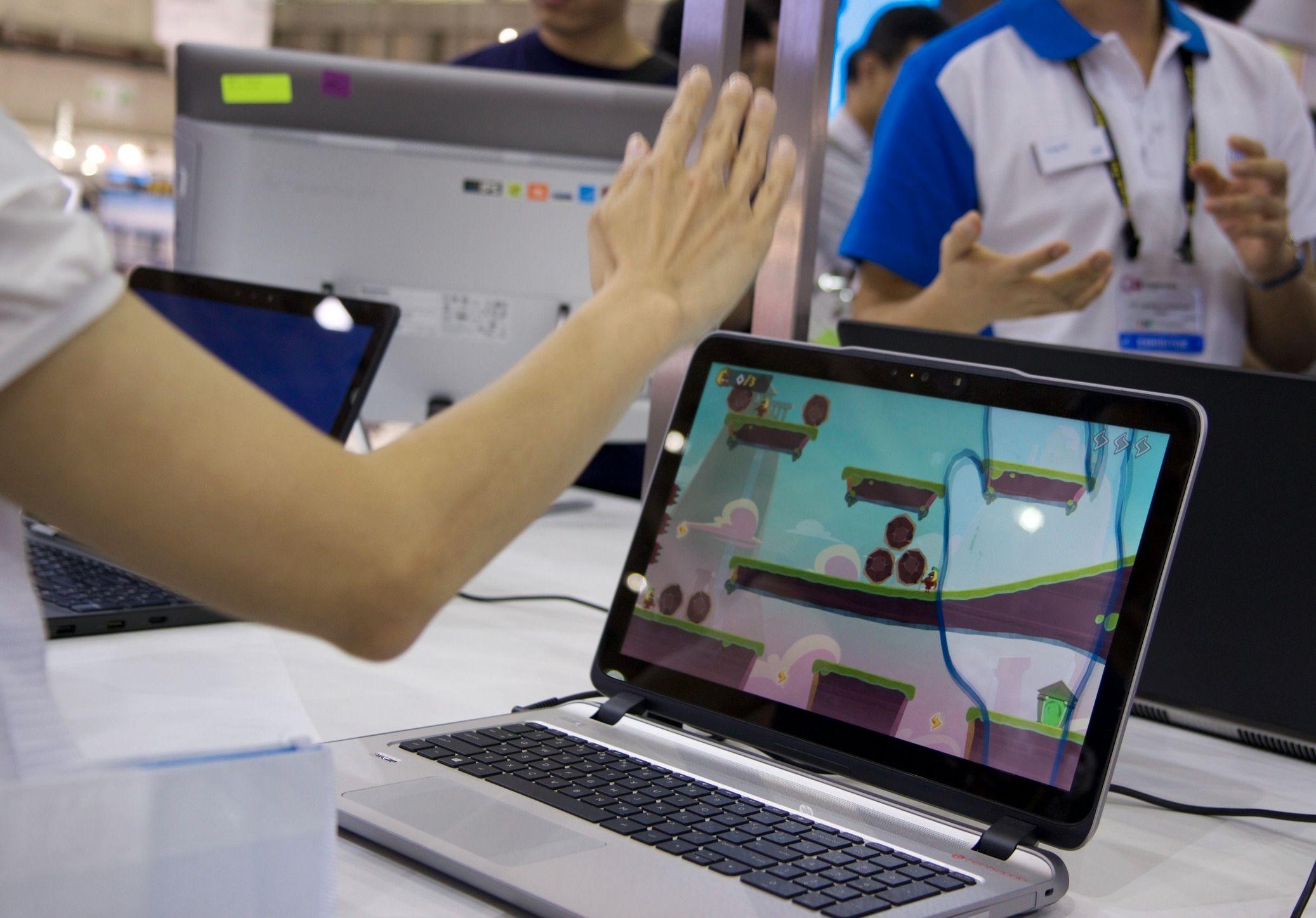 RealSense-kameraet i en PC kan brukes til alt fra spill til å få sikker pålogging med ansiktsgjenkjenning. Foto: Kurt Lekanger, Tek.no